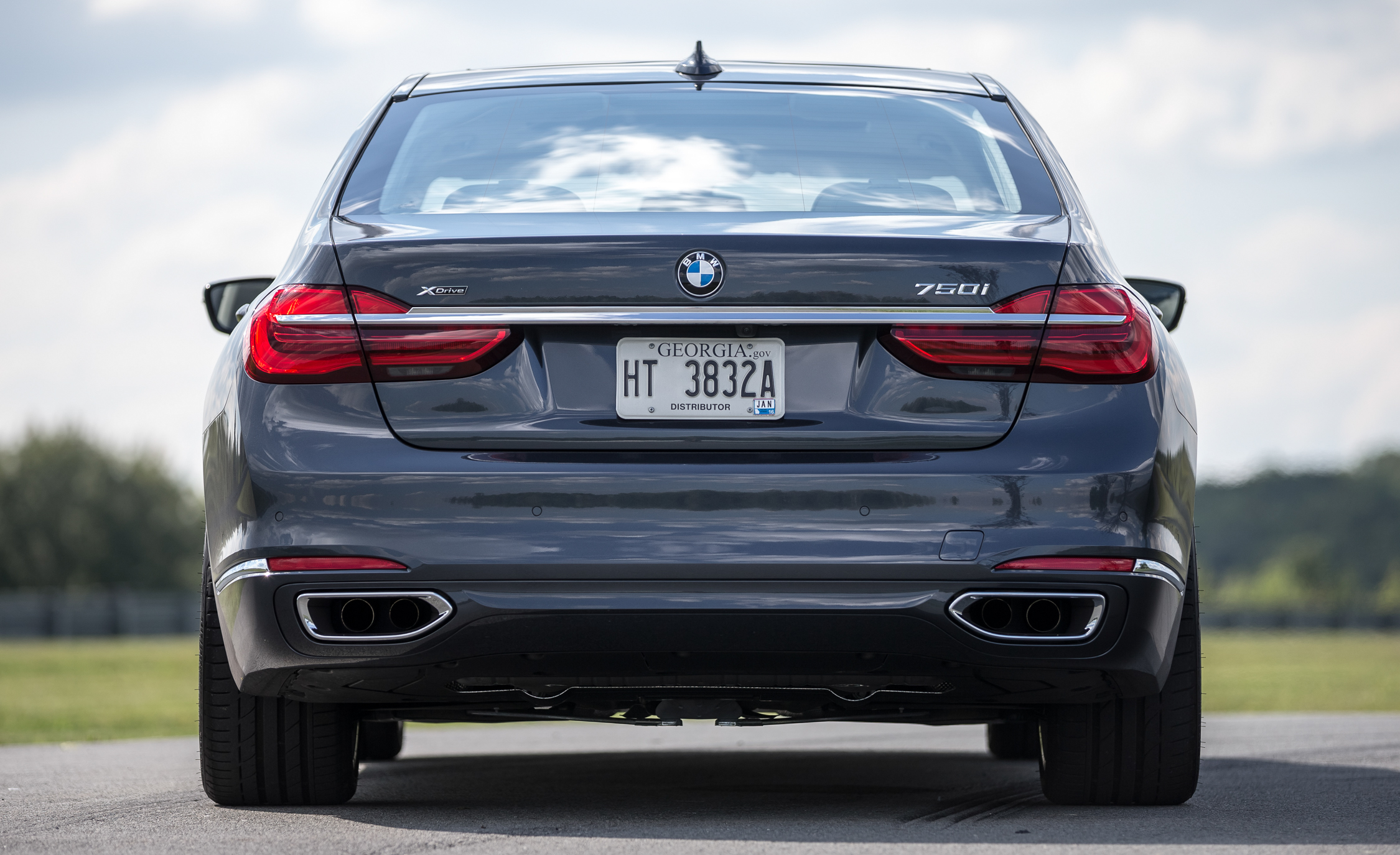 2016 BMW 750i XDrive (View 27 of 29)