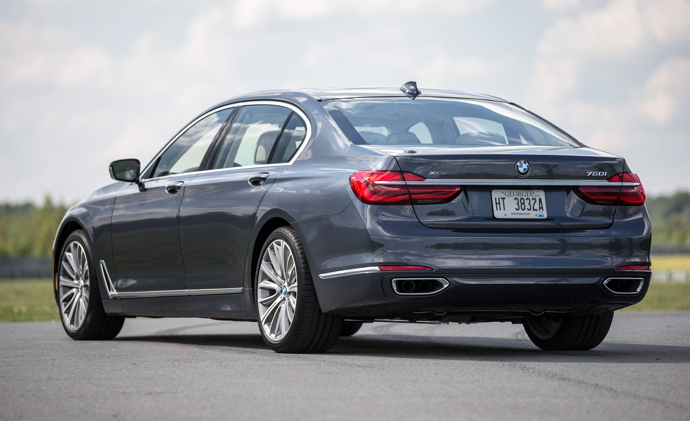 2016 BMW 750i XDrive (View 28 of 29)