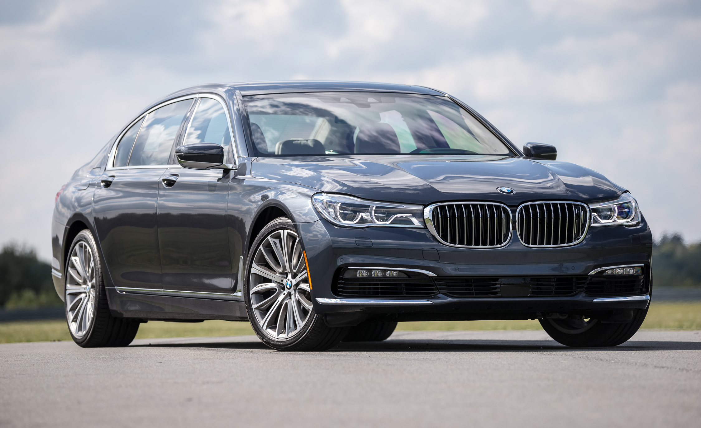 2016 BMW 750i XDrive (View 25 of 29)