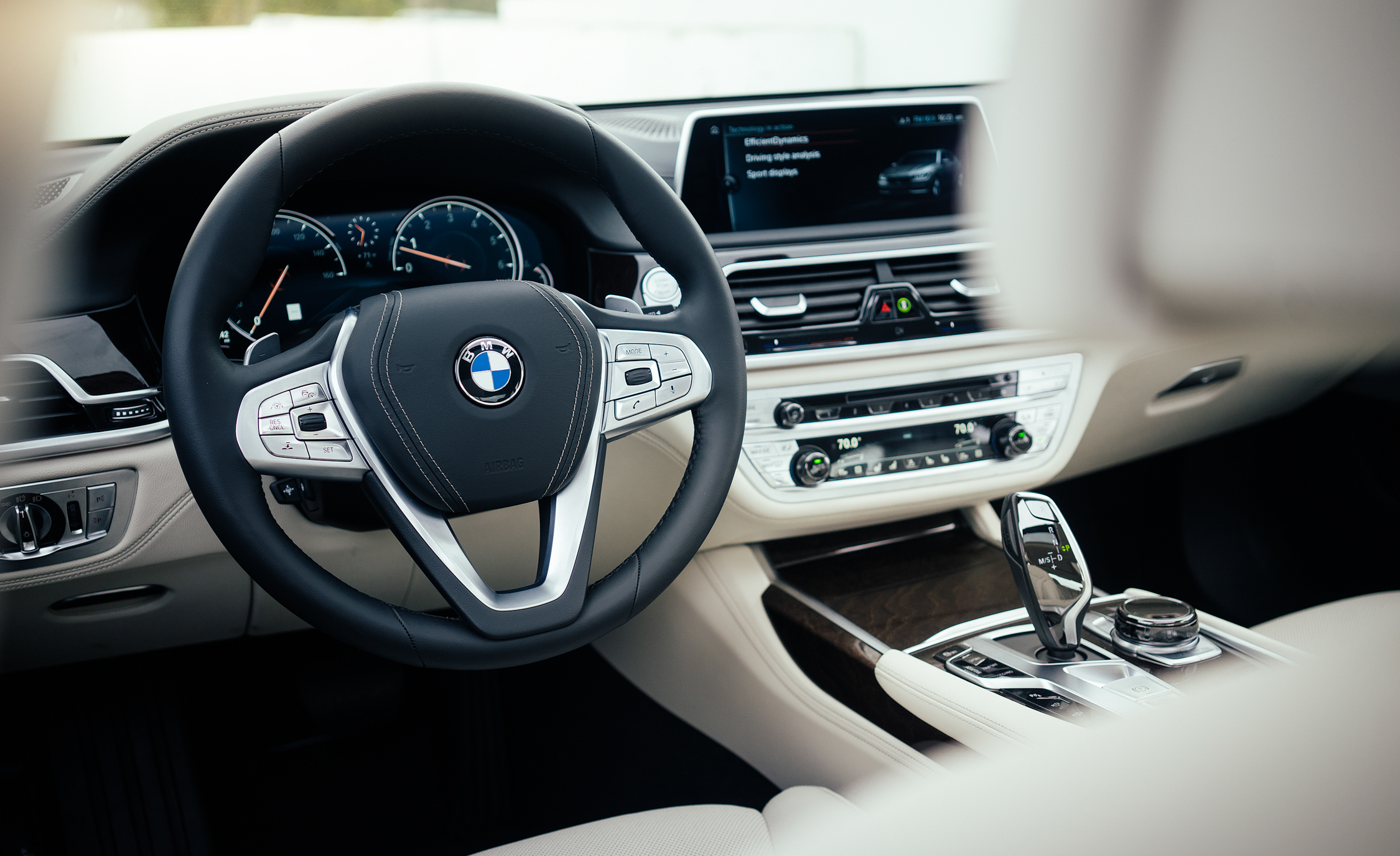 2016 BMW 750i XDrive (Photo 1 of 29)