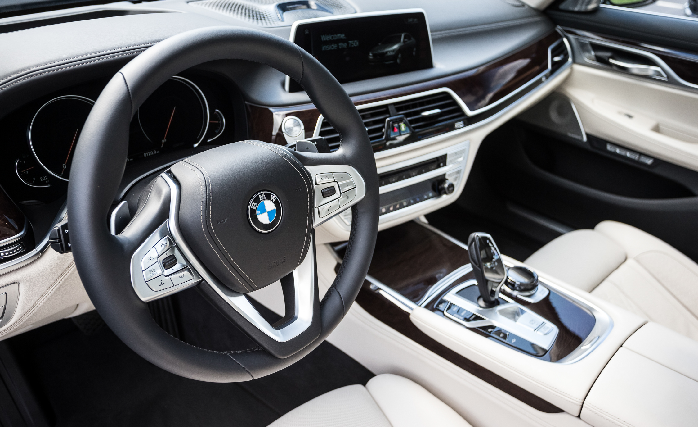 2016 BMW 750i XDrive (Photo 8 of 29)