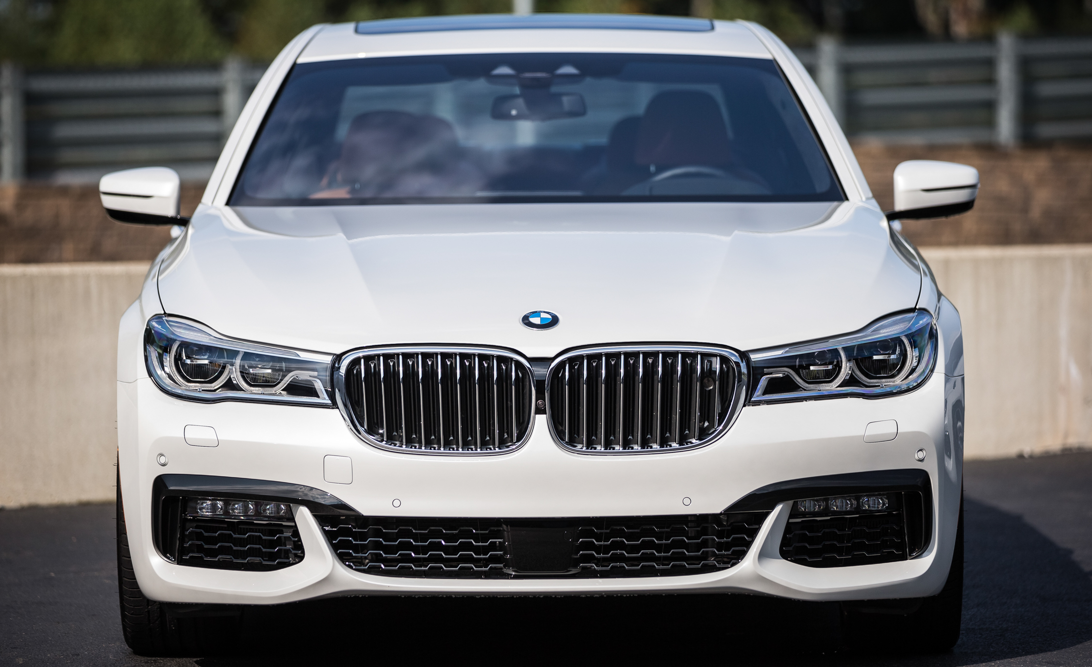2016 BMW 750i XDrive (View 10 of 29)