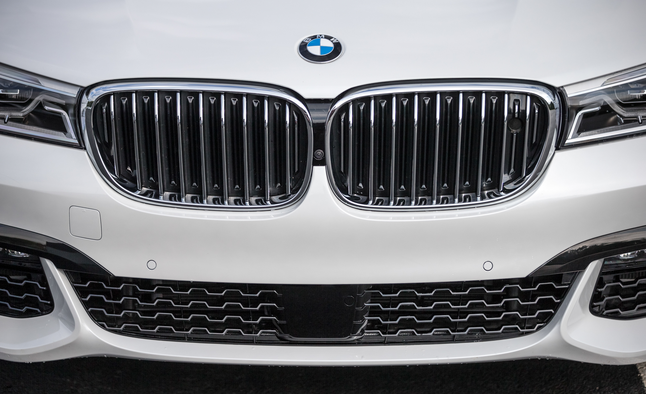 2016 BMW 750i XDrive (Photo 12 of 29)