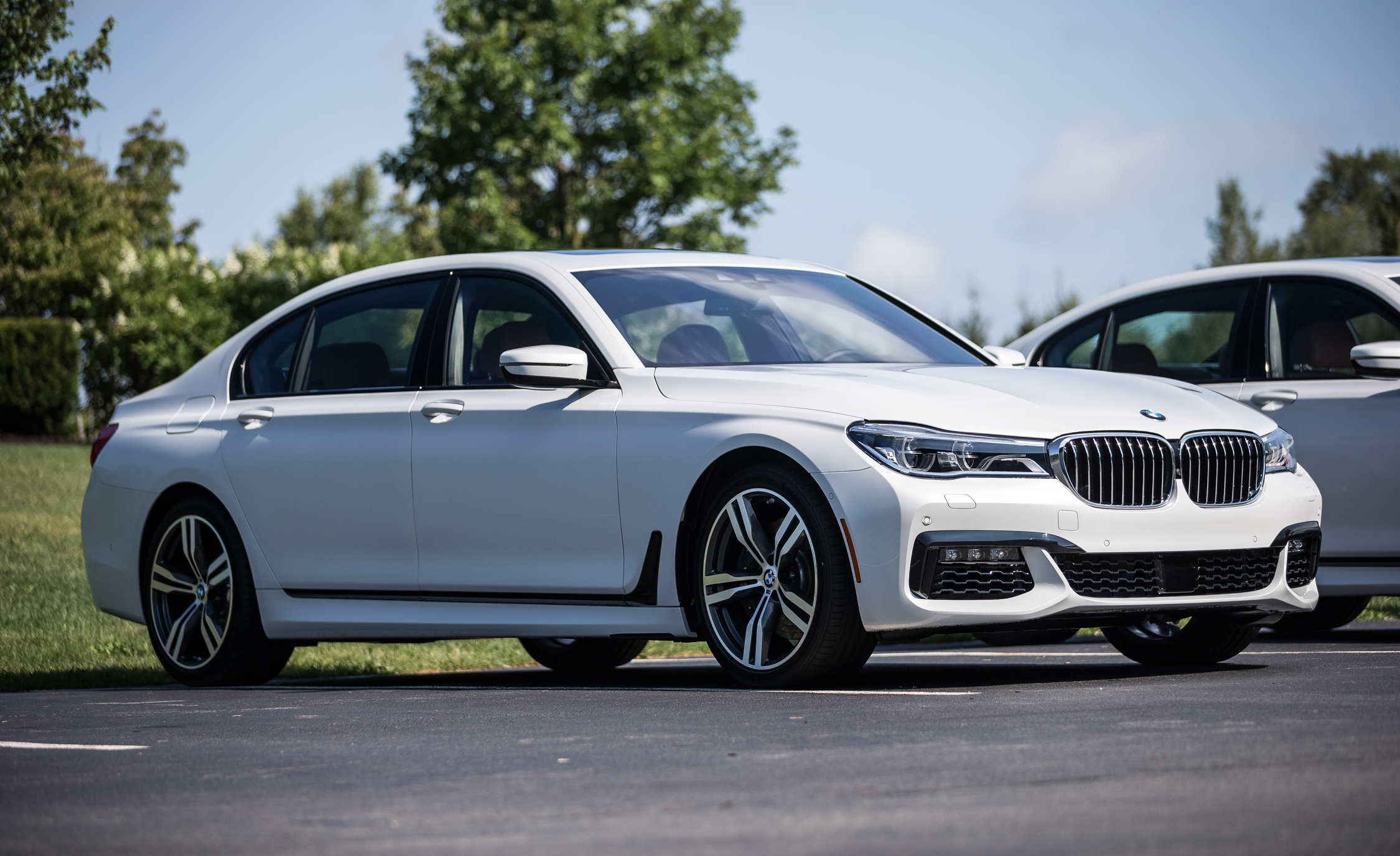 2016 BMW 750i XDrive (View 13 of 29)