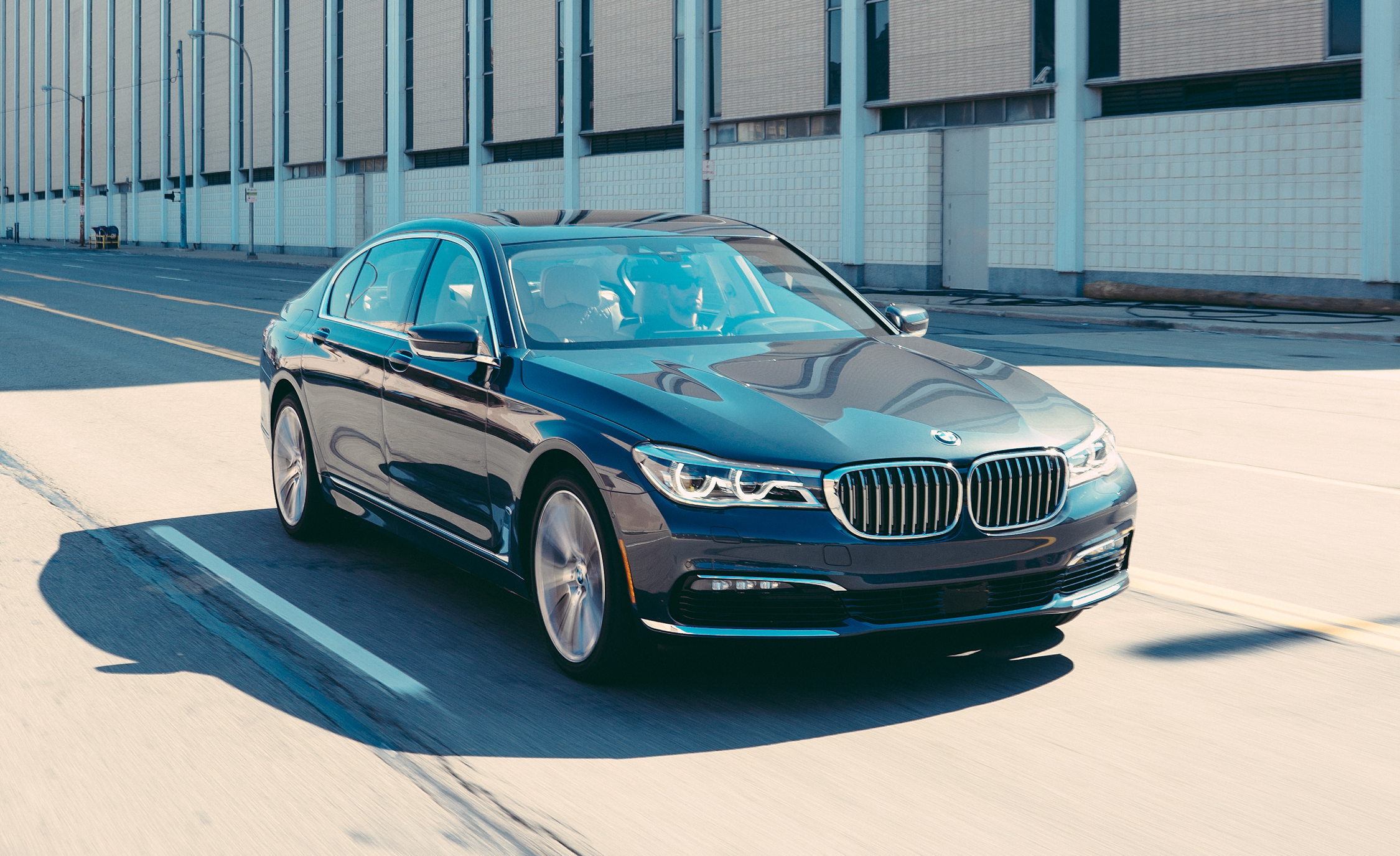 2016 BMW 750i XDrive (View 18 of 29)