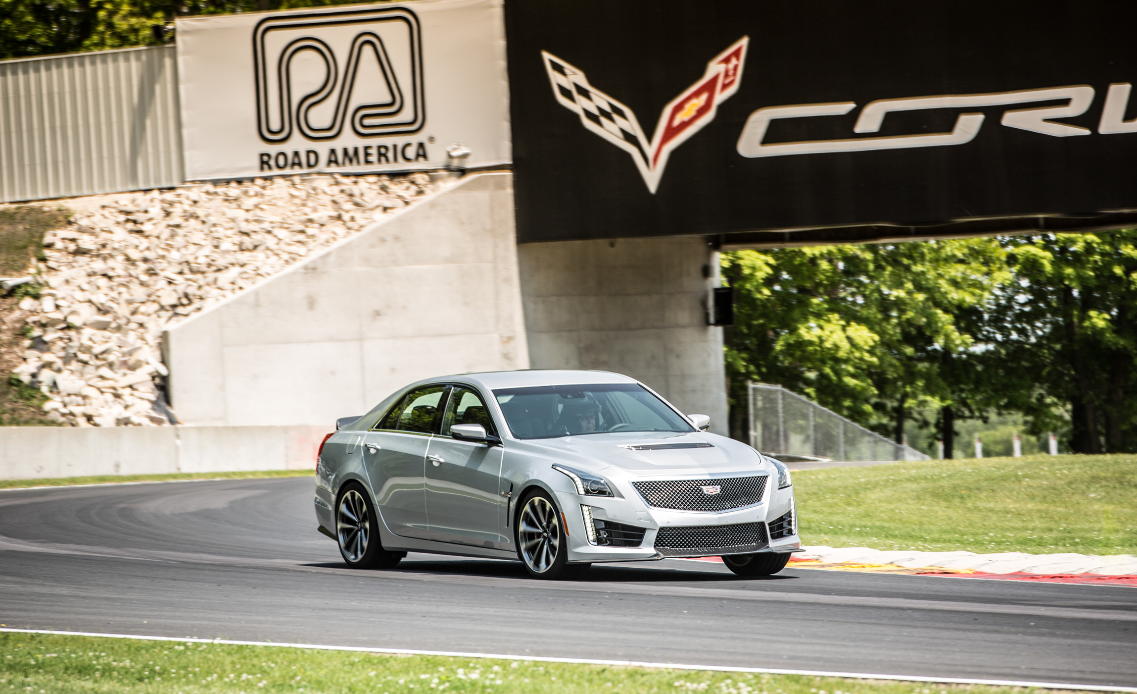 2016 Cadillac CTS V (Photo 9 of 27)