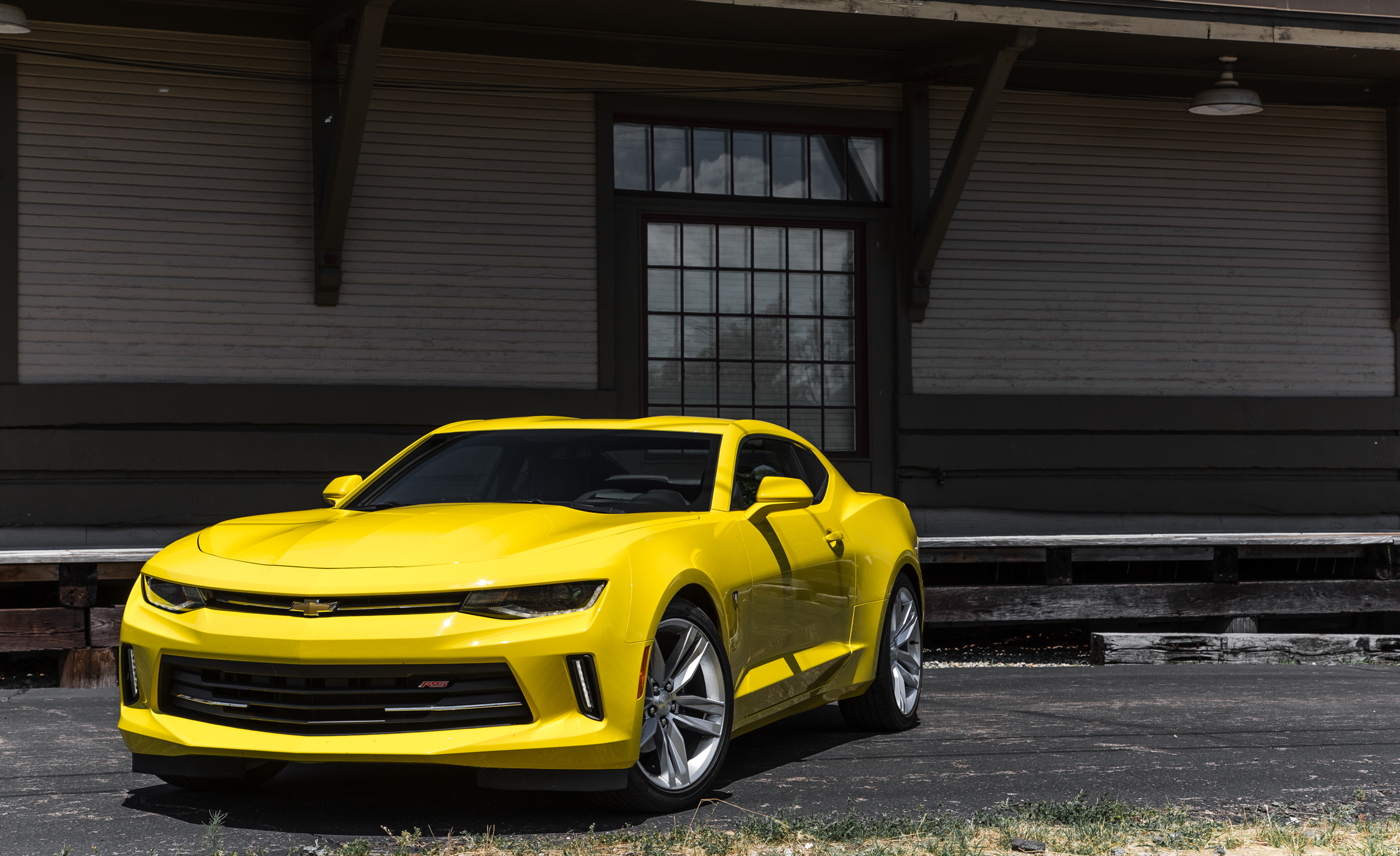 2016 Chevrolet Camaro RS (Photo 2 of 54)