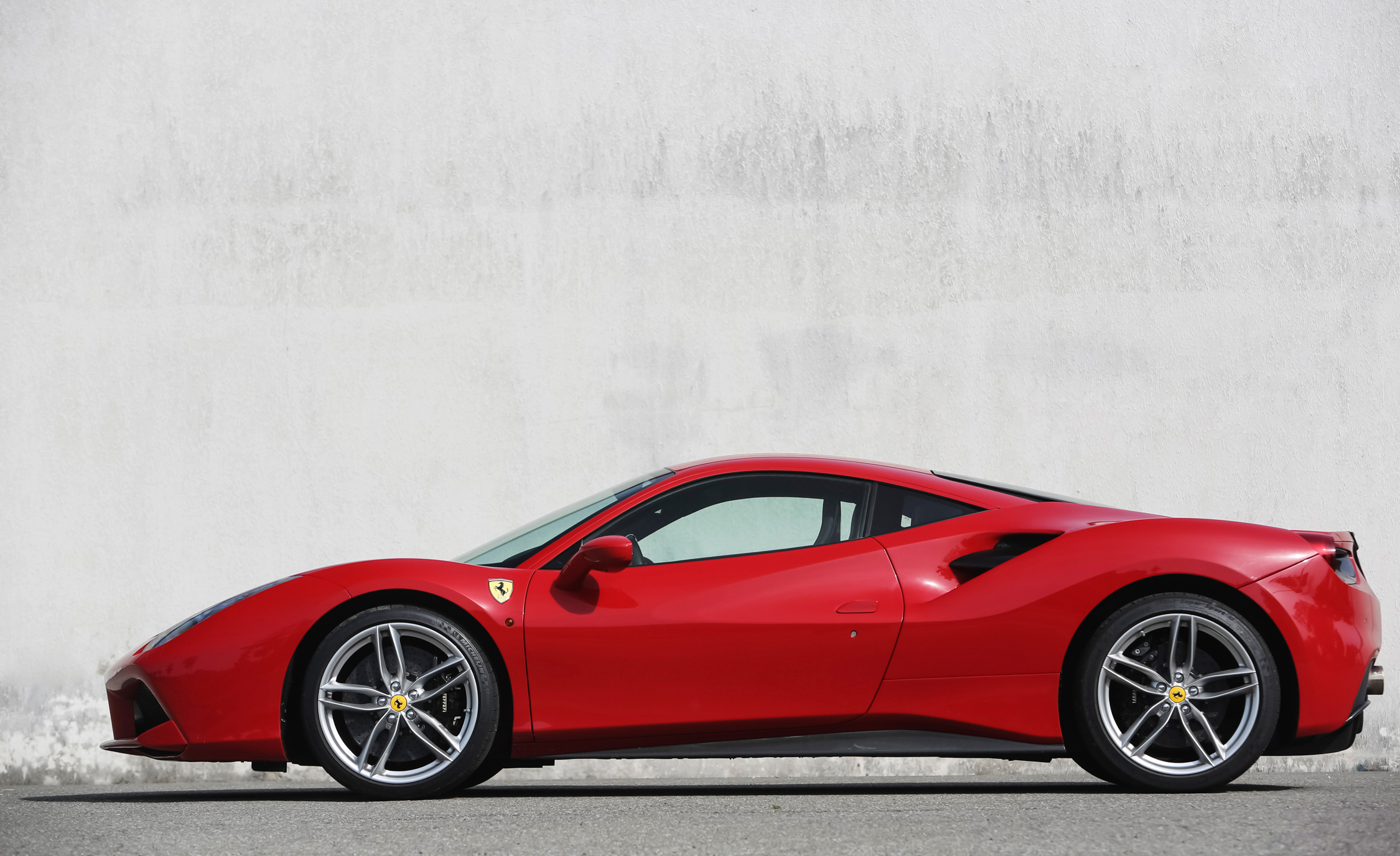 2016 Ferrari 488GTB (View 24 of 34)