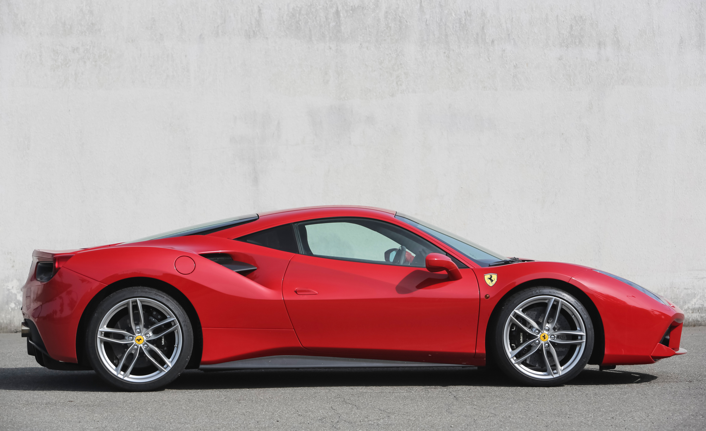 2016 Ferrari 488GTB (View 25 of 34)