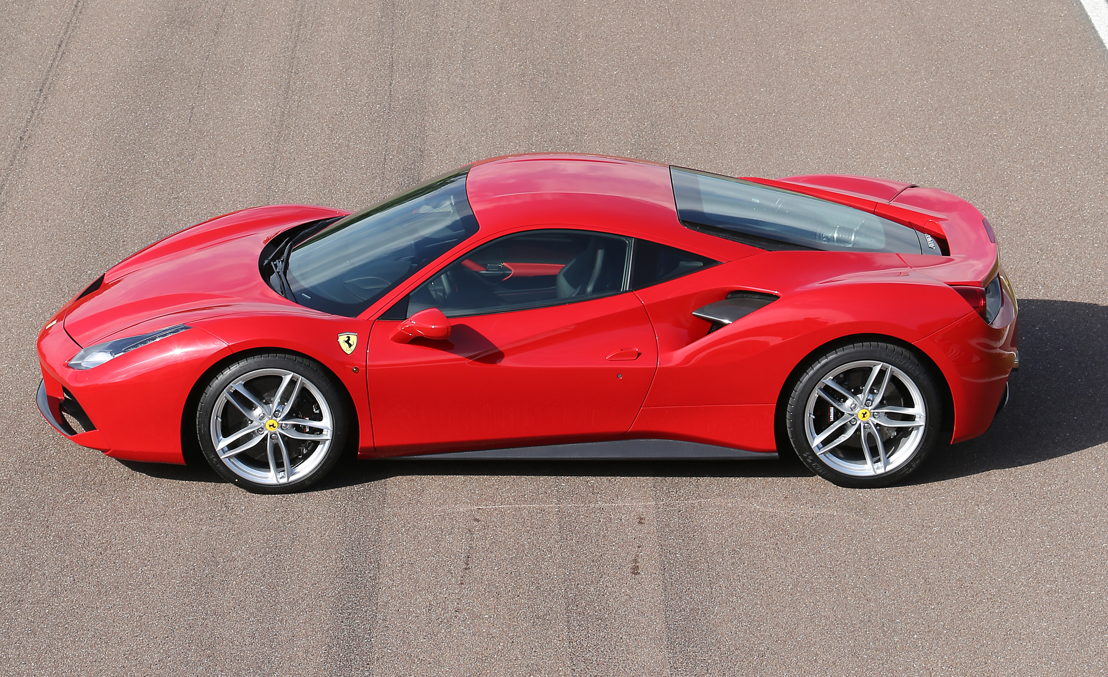 2016 Ferrari 488GTB (View 27 of 34)