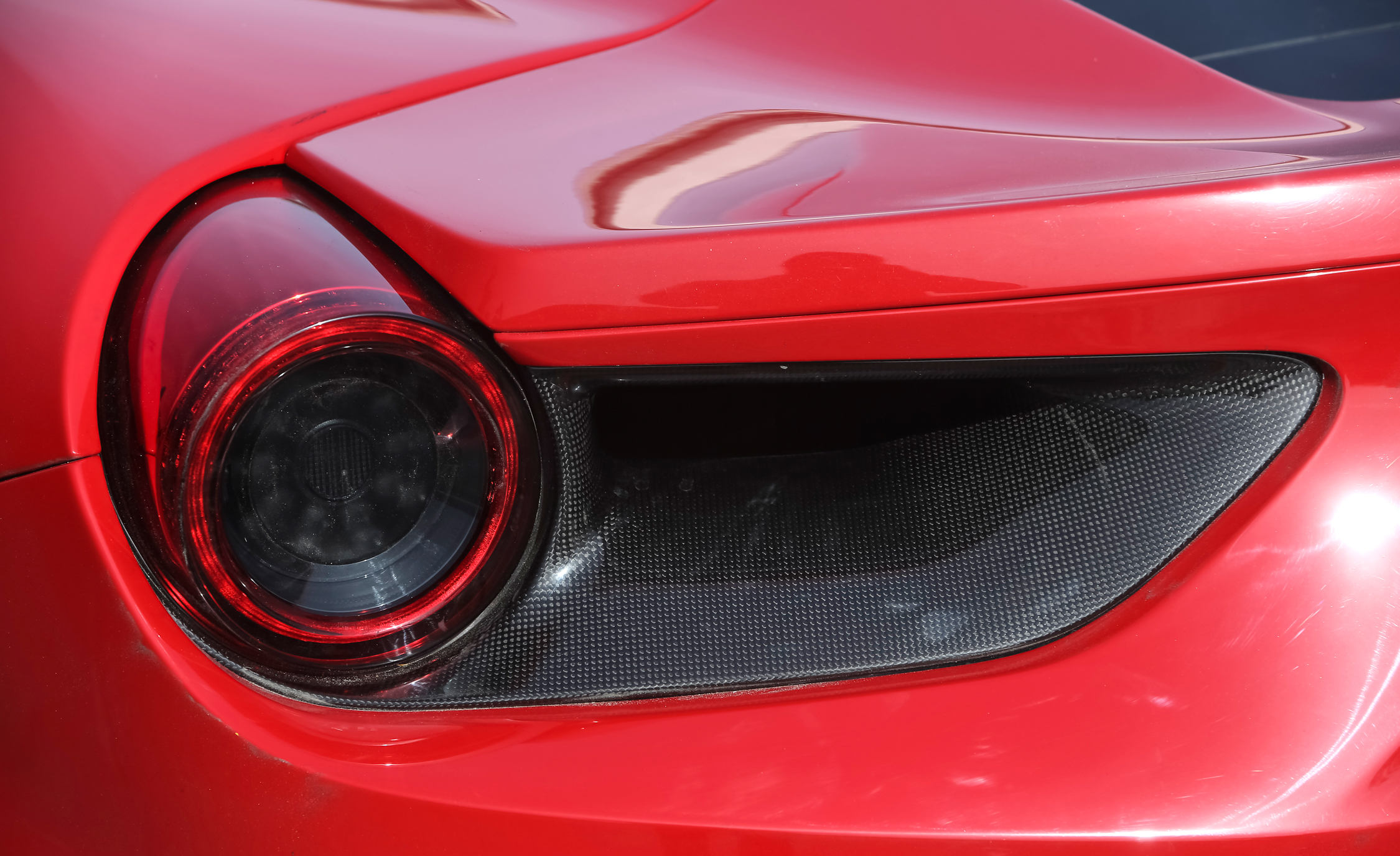 2016 Ferrari 488GTB (View 28 of 34)