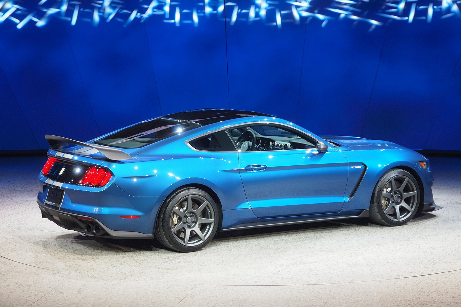 2016 Ford Mustang Shelby Gt350r Rear Side Exterior (Photo 1 of 47)
