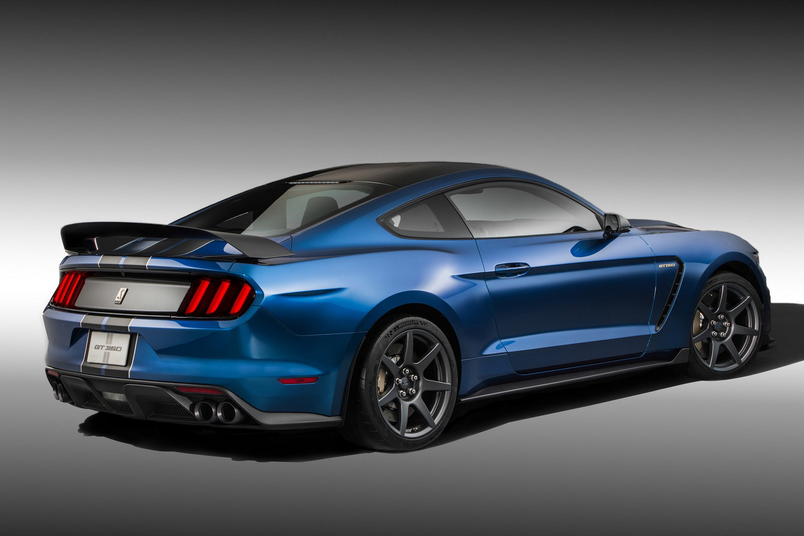 2016 Ford Mustang Shelby Gt350r Rear Side Profile (Photo 38 of 47)
