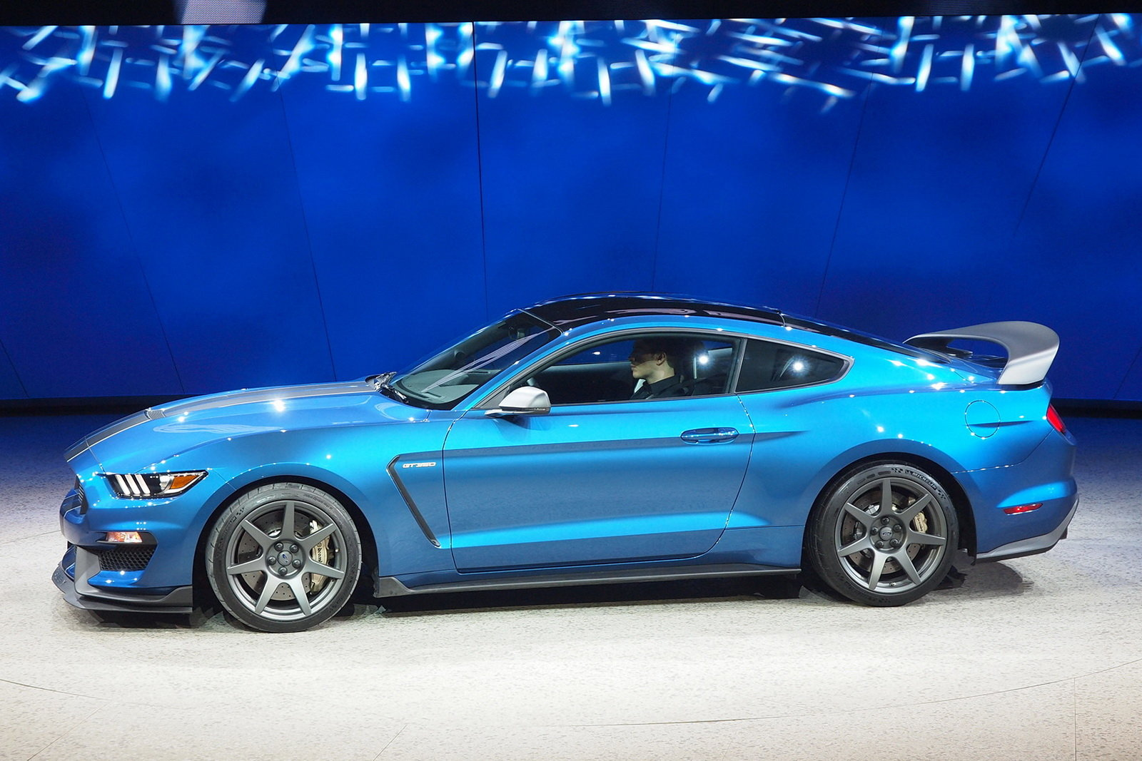 2016 Ford Mustang Shelby Gt350r Side Exterior (Photo 3 of 47)