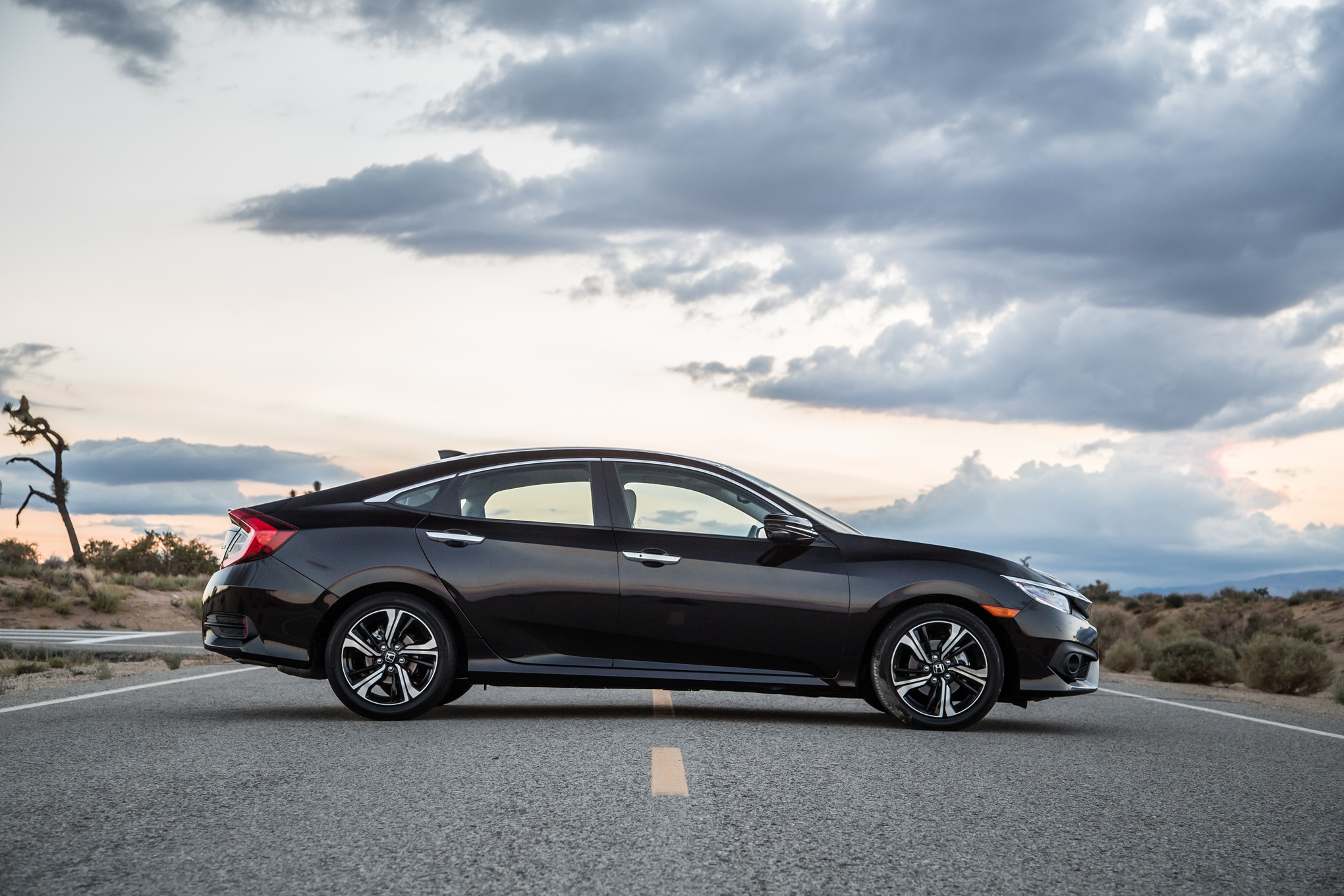 2016 Honda Civic Touring Sedan Black Side Exterior (View 34 of 36)