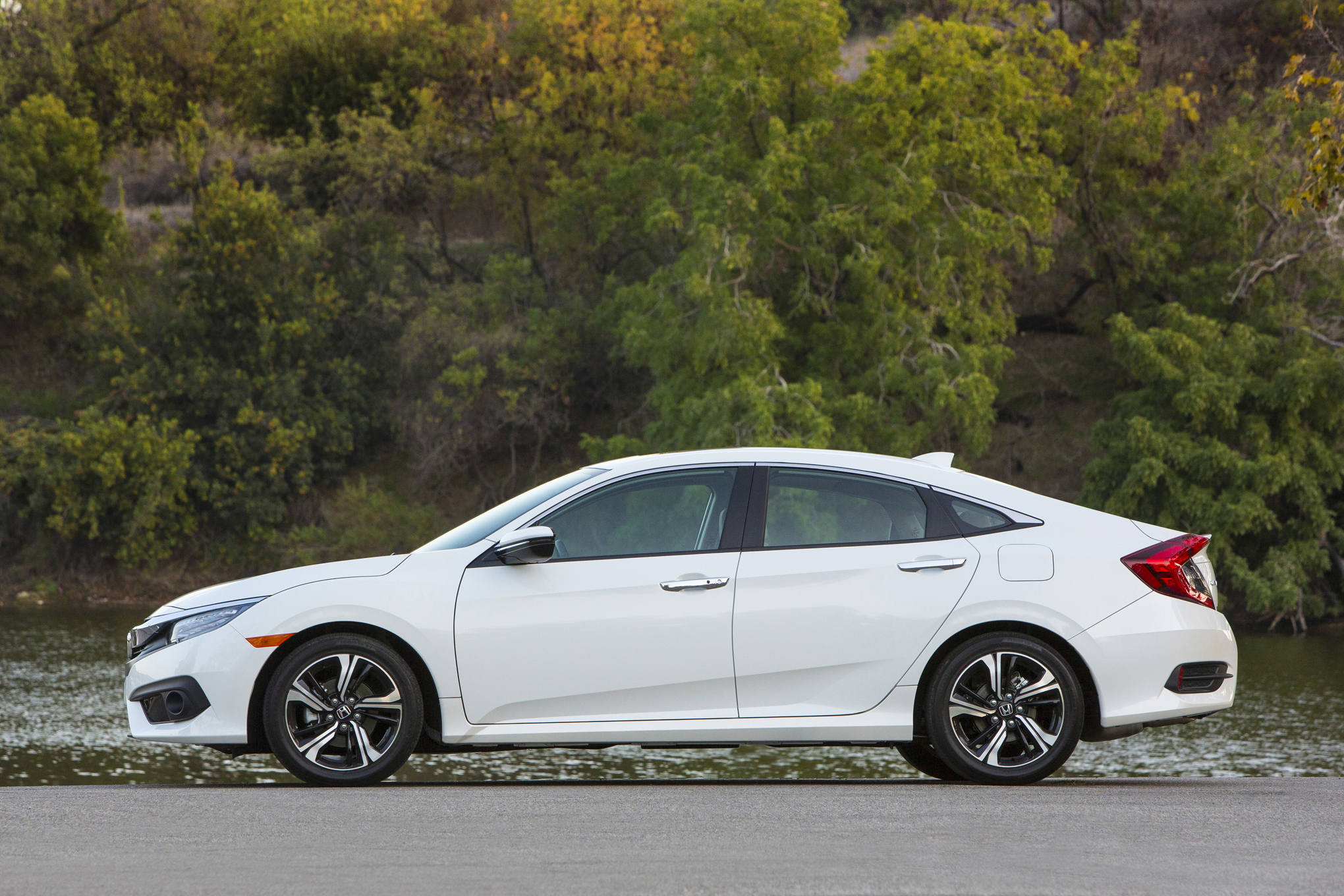 2016 Honda Civic Touring White Exterior Side (View 13 of 36)