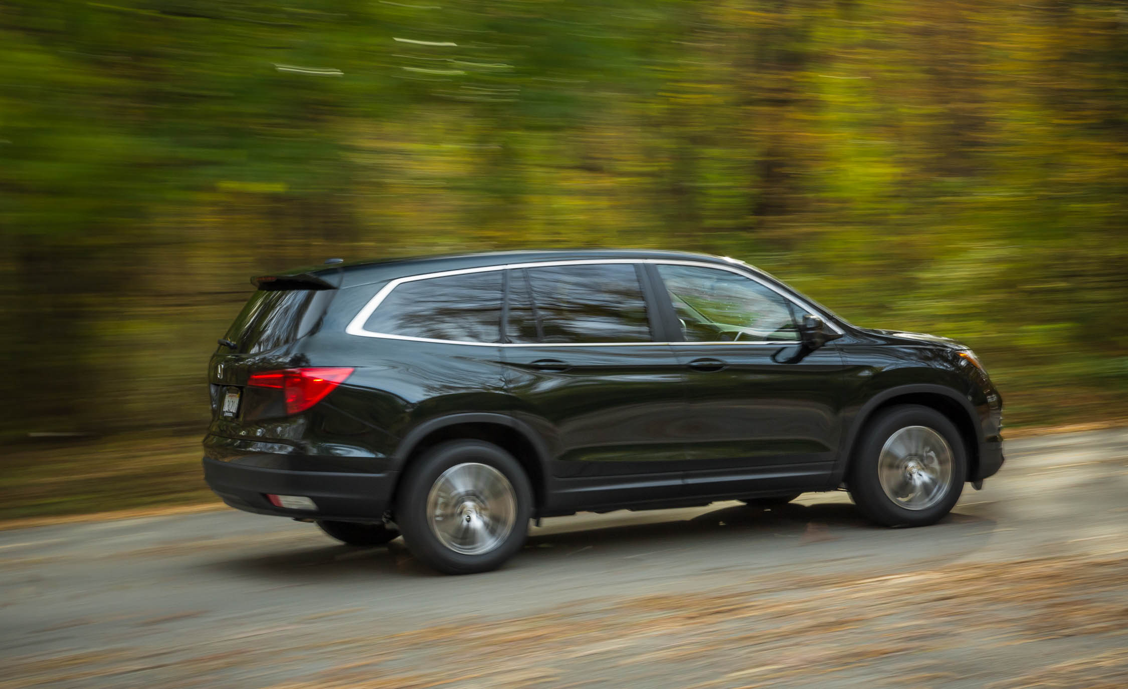 2016 Honda Pilot EX FWD (Photo 9 of 32)