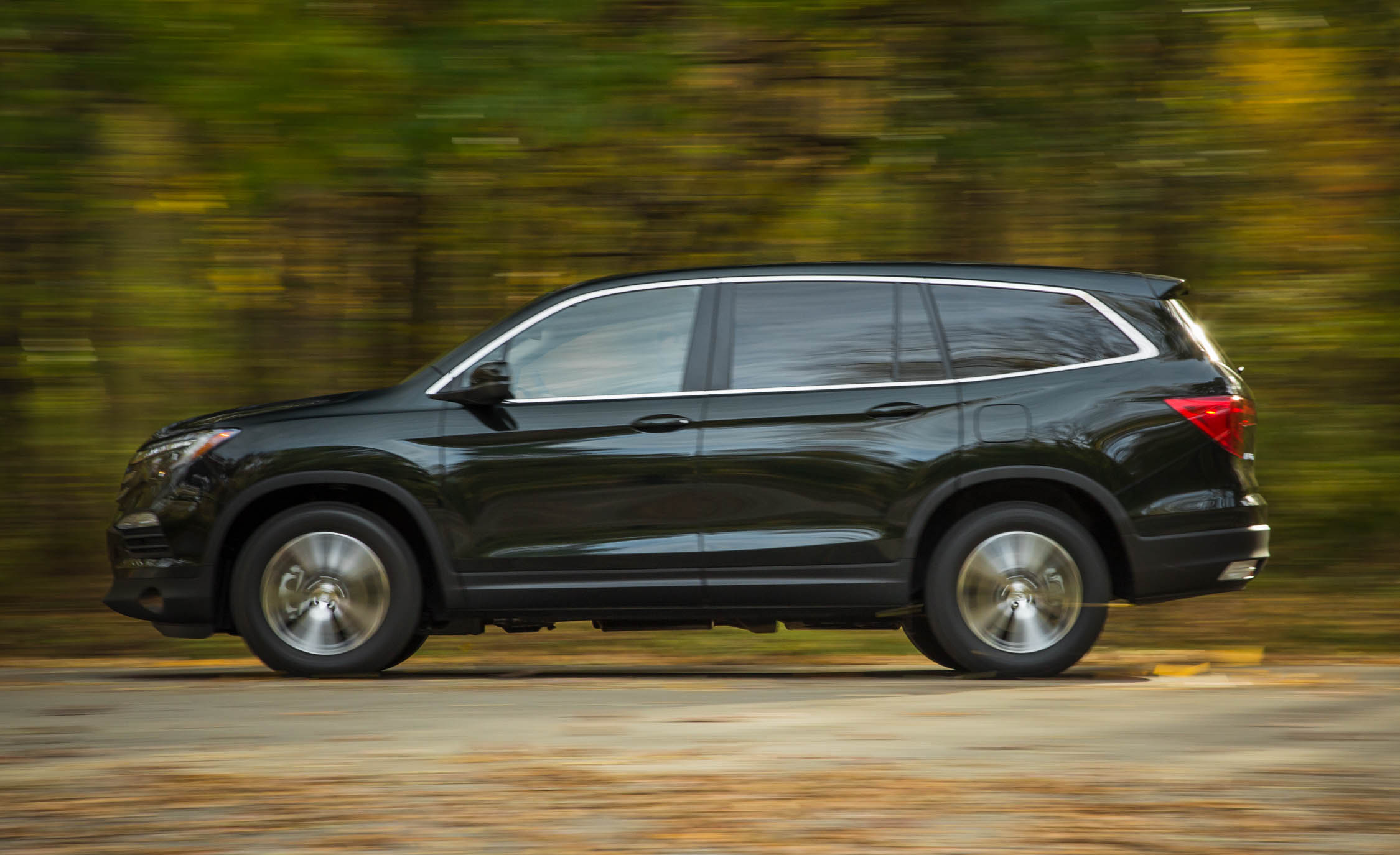 2016 Honda Pilot EX FWD (Photo 12 of 32)