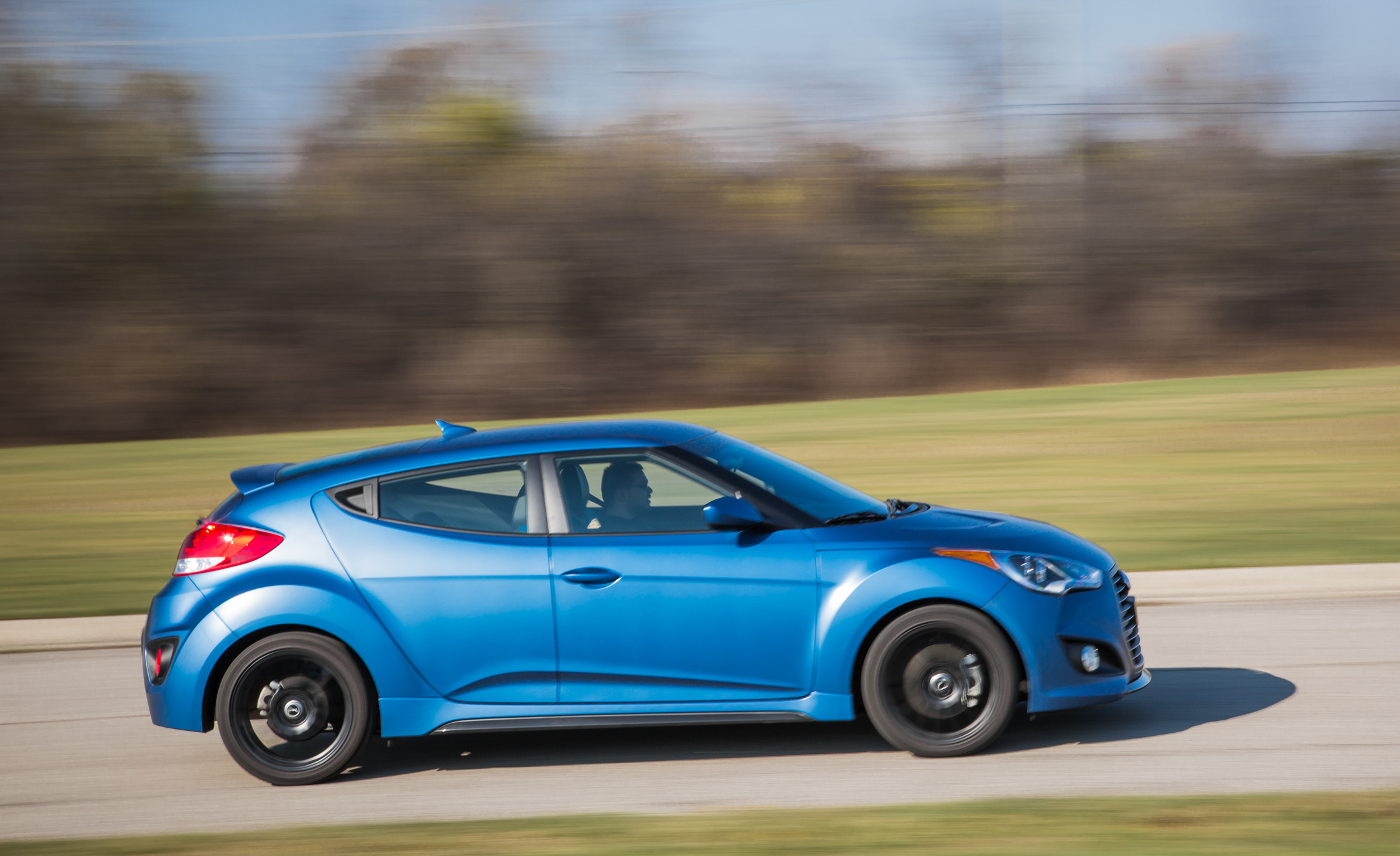 2016 Hyundai Veloster Turbo Rally Edition (Photo 4 of 28)