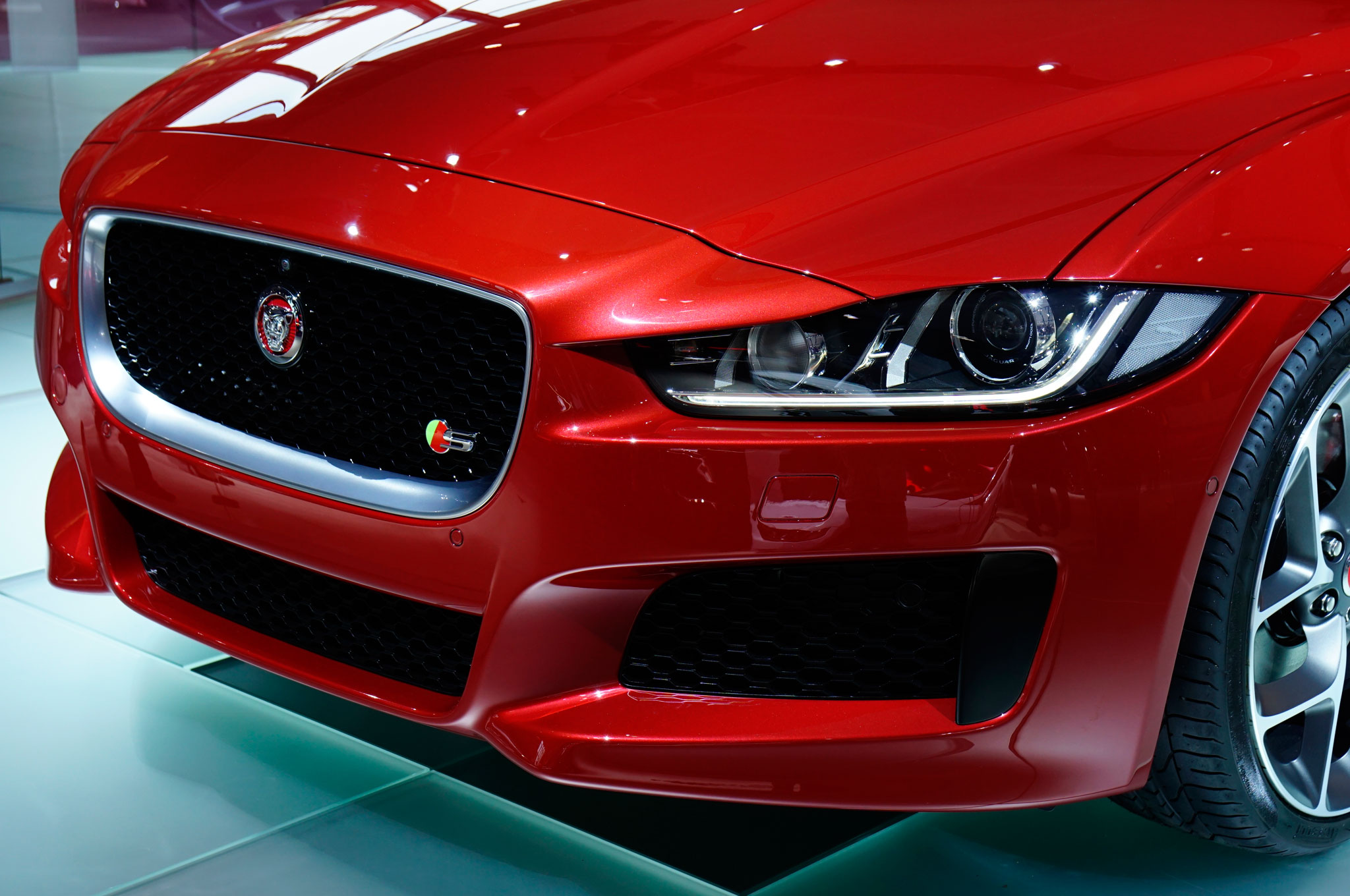 2016 Jaguar Xe Front Headlamp (Photo 4 of 12)