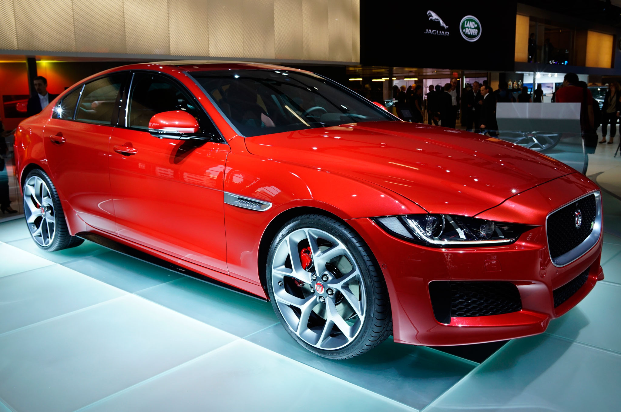 2016 Jaguar Xe Front Side Details (Photo 12 of 12)