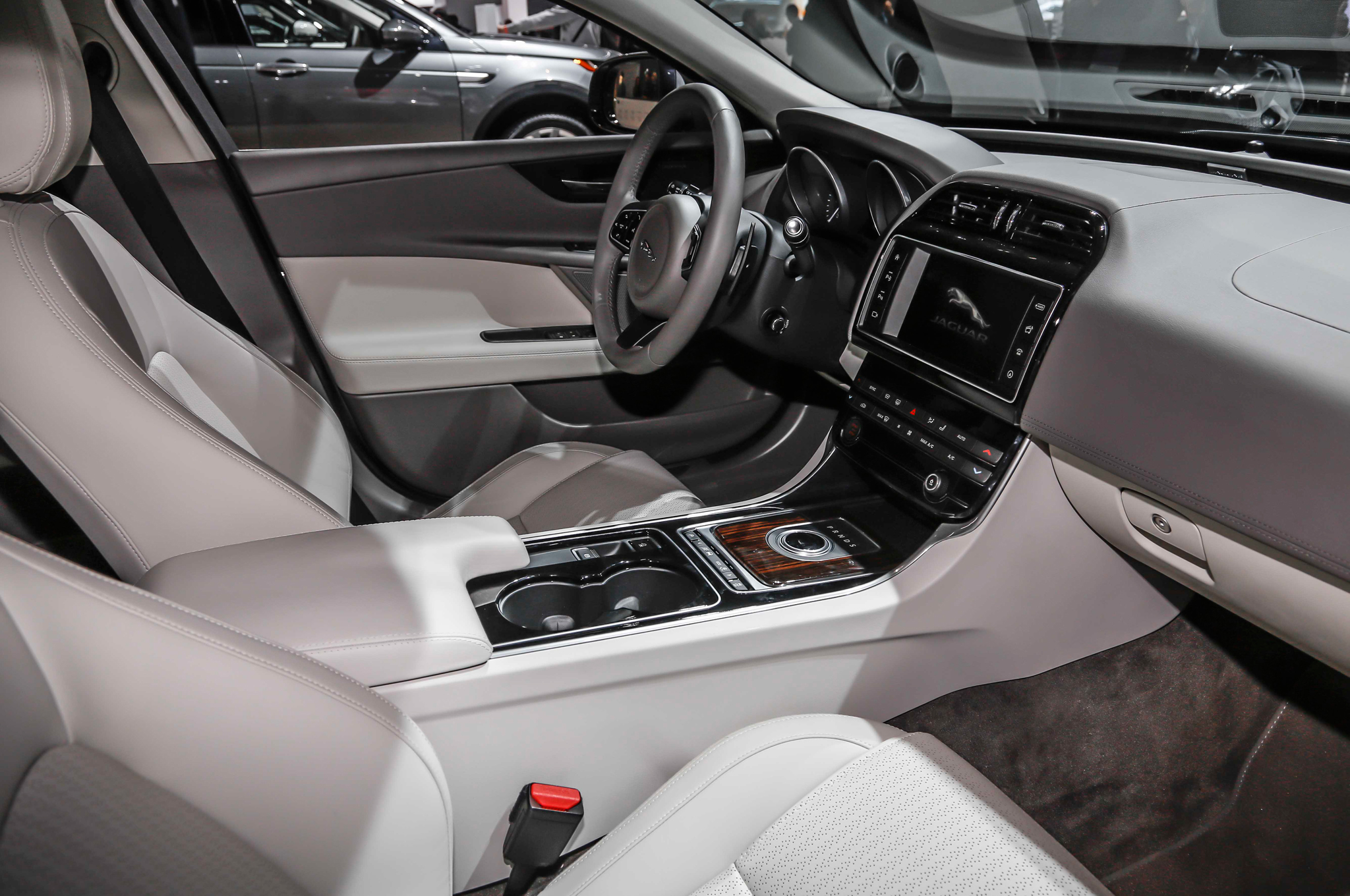 2016 Jaguar Xe Interior Cockpit Preview (Photo 8 of 12)