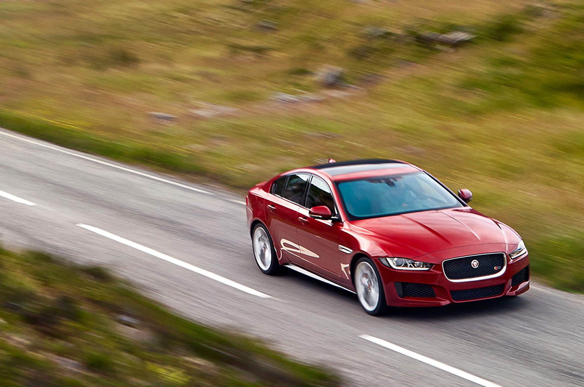 2016 Jaguar Xe Performance (Photo 9 of 12)
