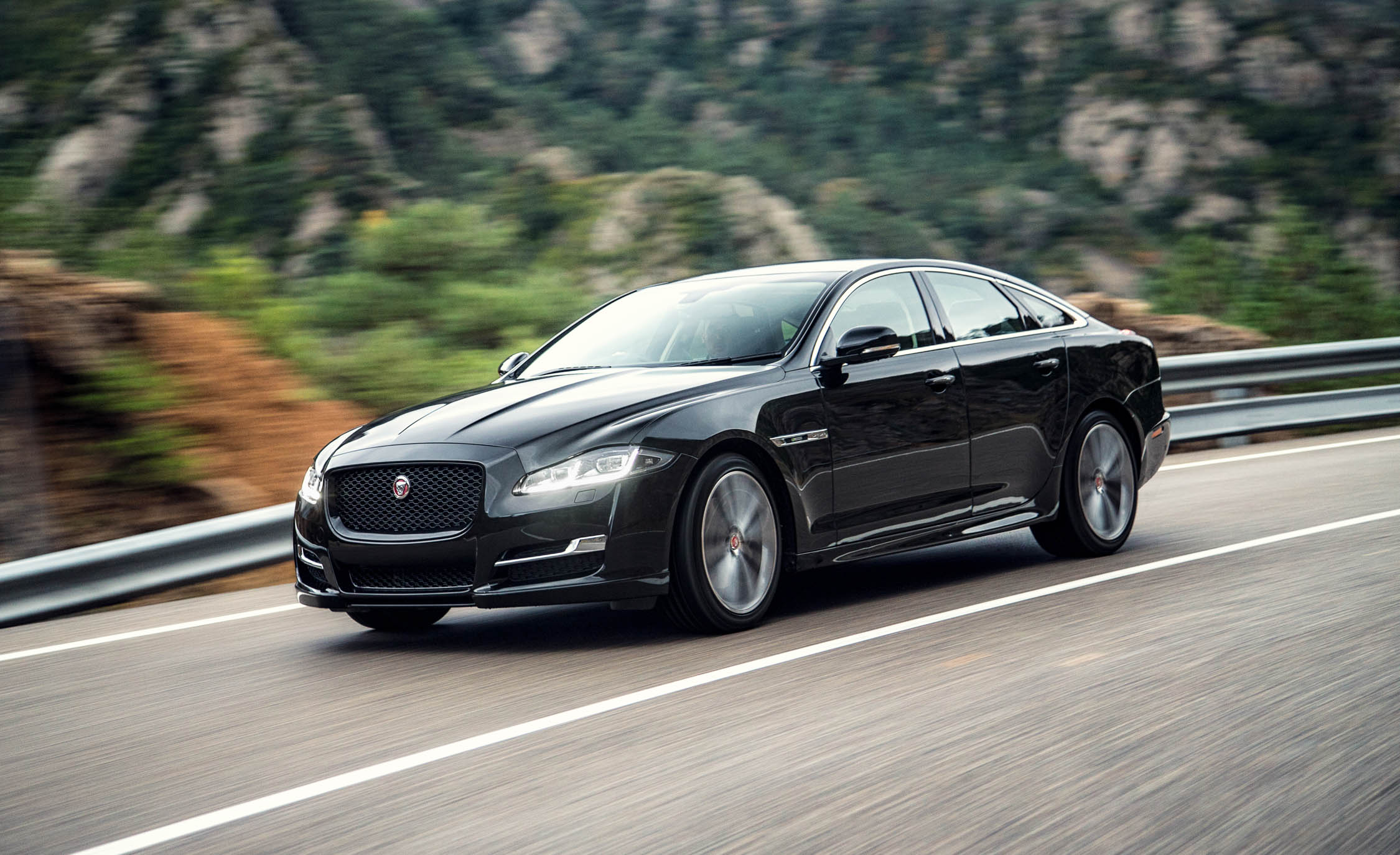 2016 Jaguar XJ (Photo 19 of 19)