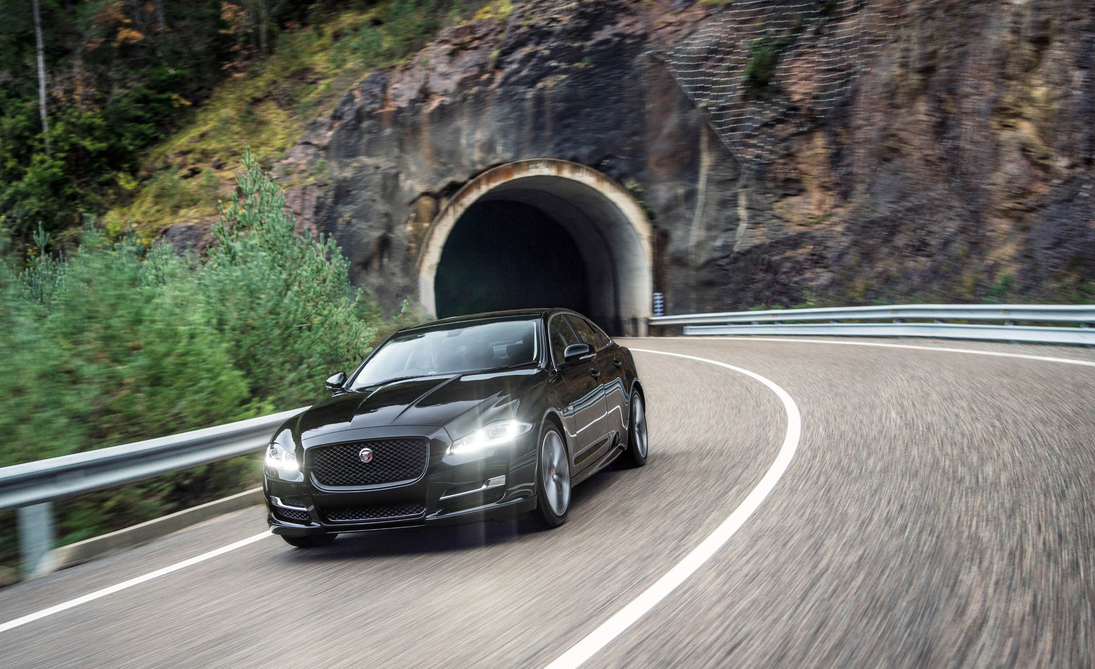 2016 Jaguar XJ (Photo 9 of 19)