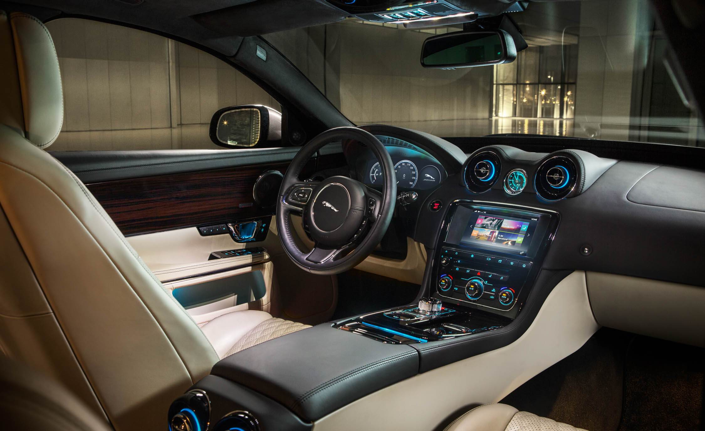 2016 Jaguar XJL (Photo 6 of 19)