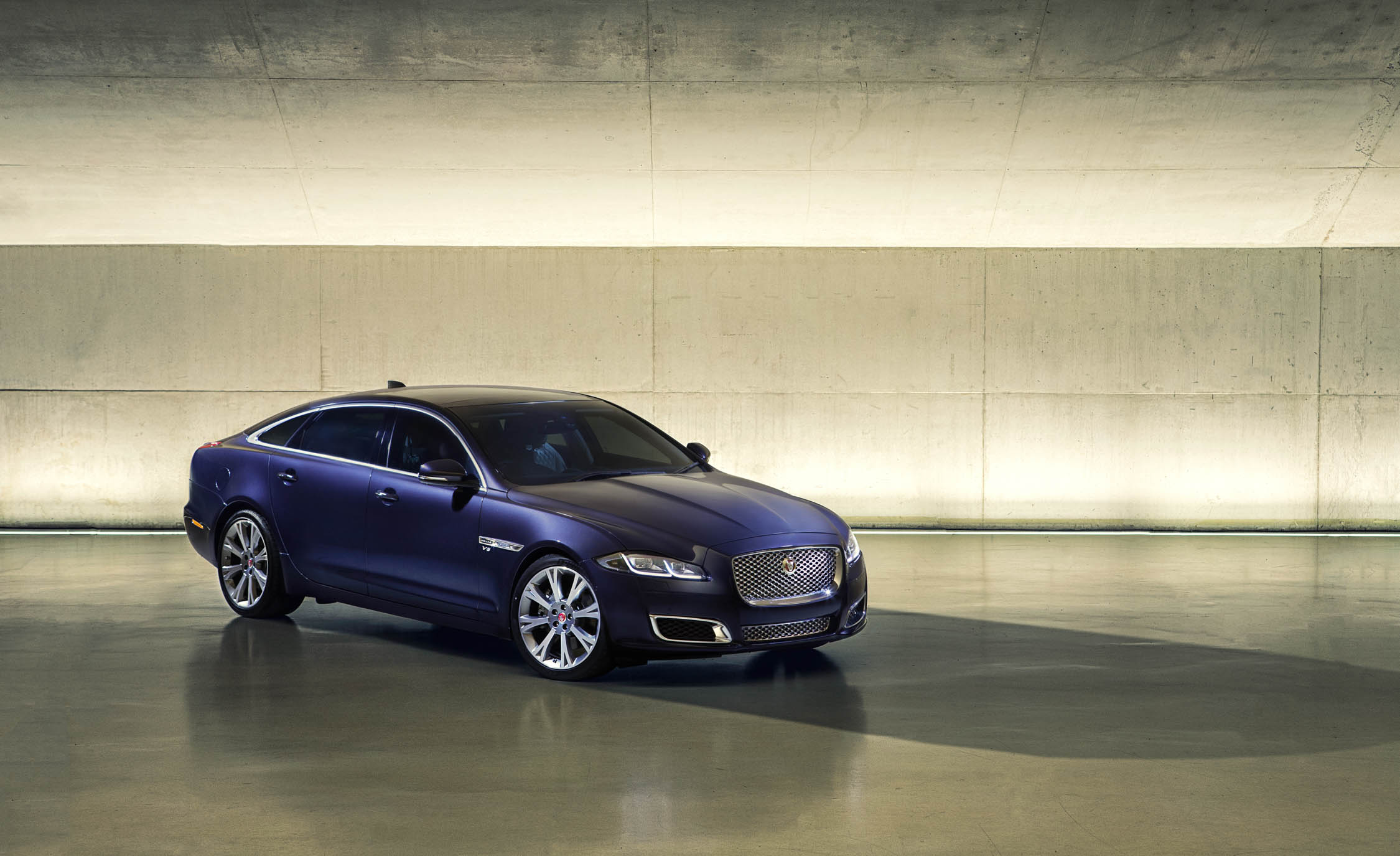 2016 Jaguar XJL (Photo 7 of 19)