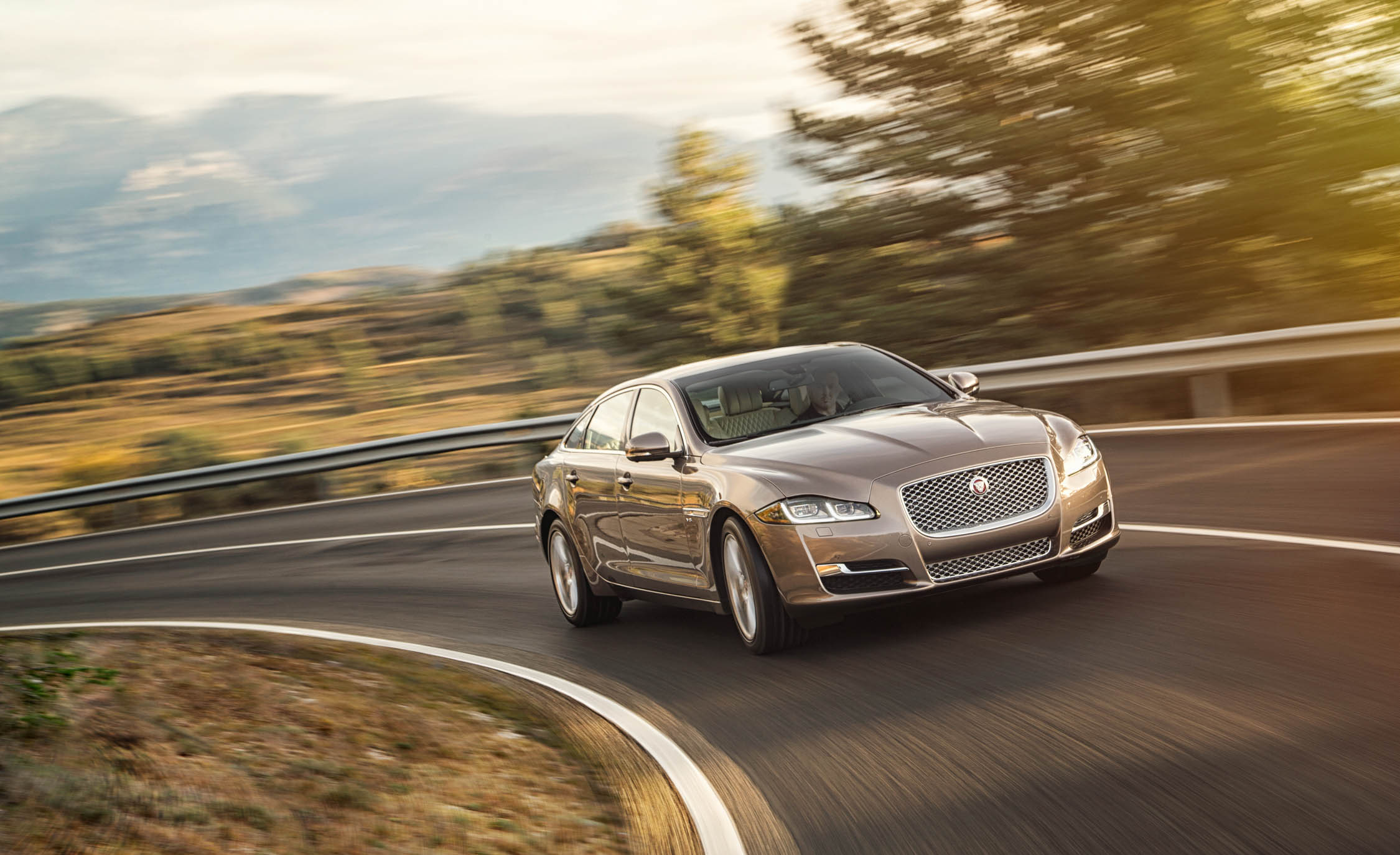 2016 Jaguar XJL (Photo 9 of 19)
