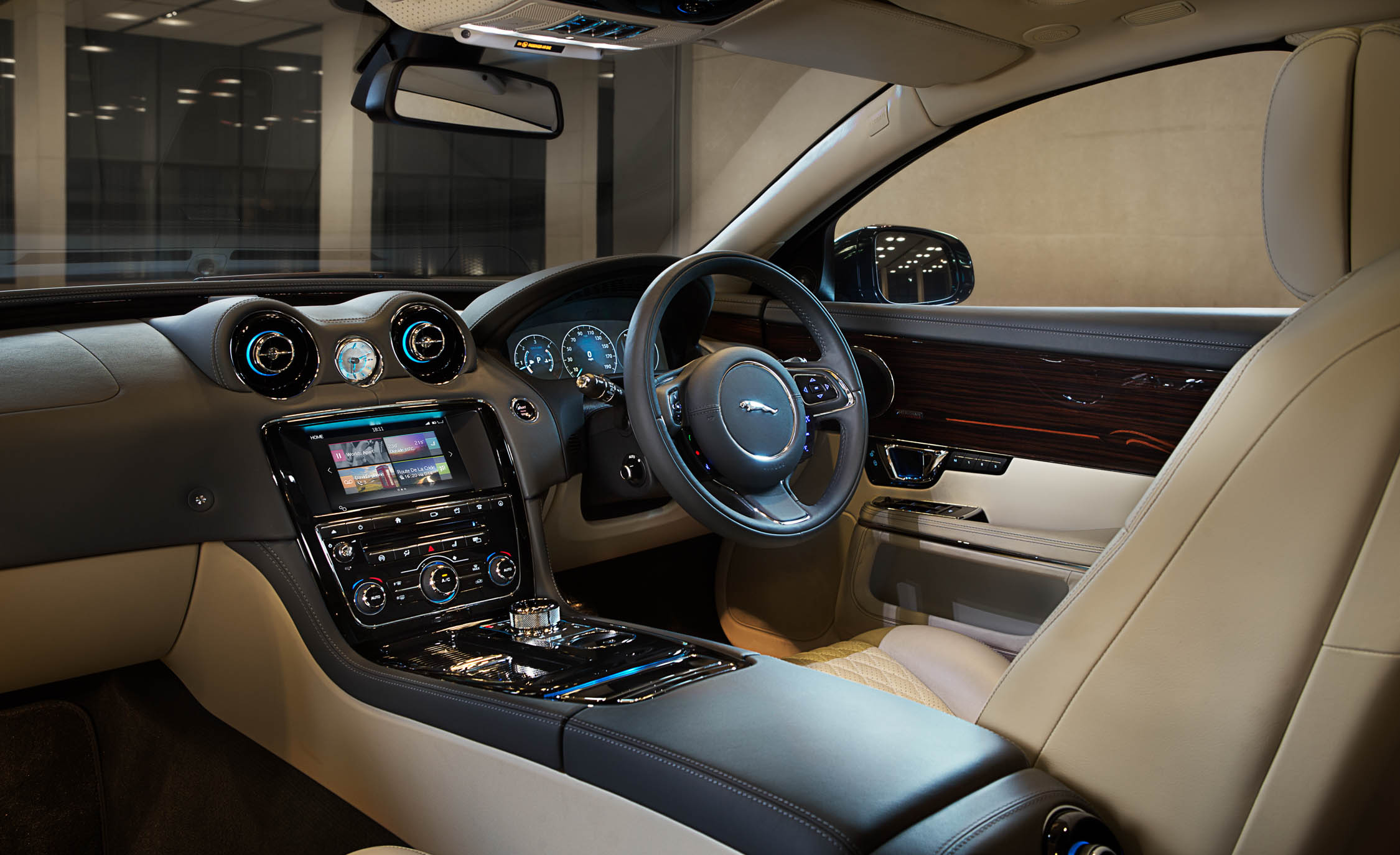 2016 Jaguar XJL (Photo 10 of 19)