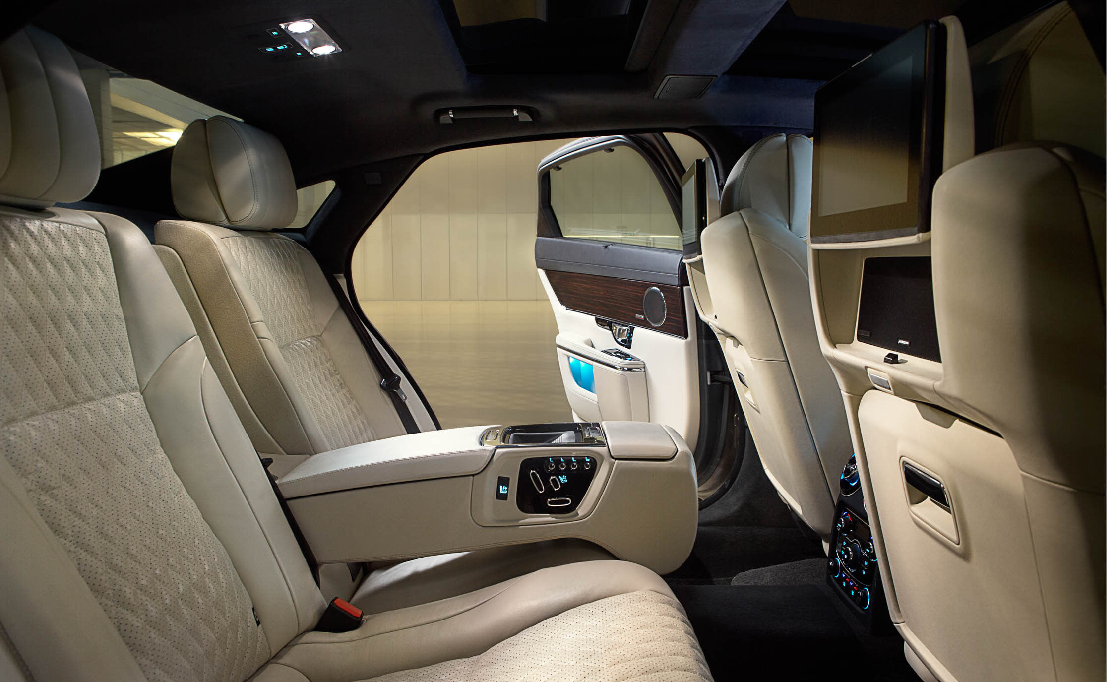 2016 Jaguar XJL (Photo 11 of 19)