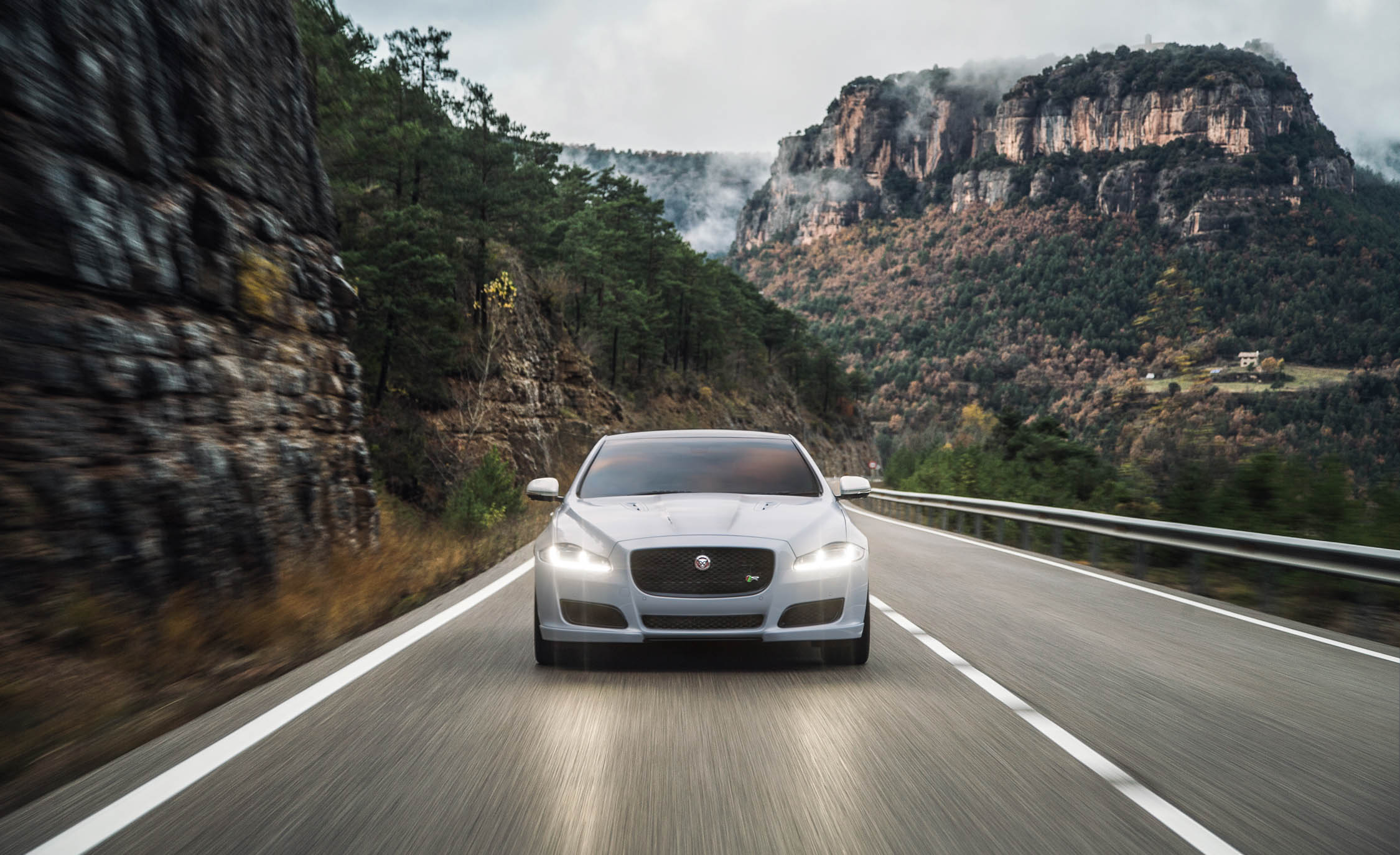 2016 Jaguar XJR (View 5 of 19)