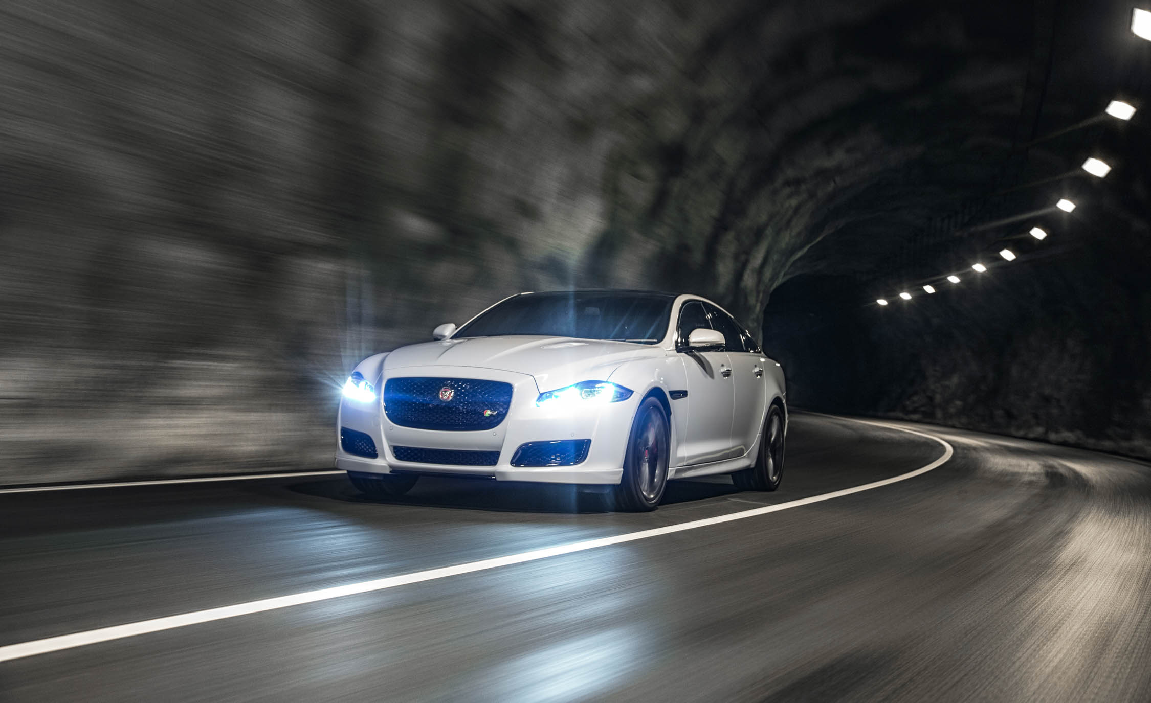 2016 Jaguar XJR (View 2 of 19)