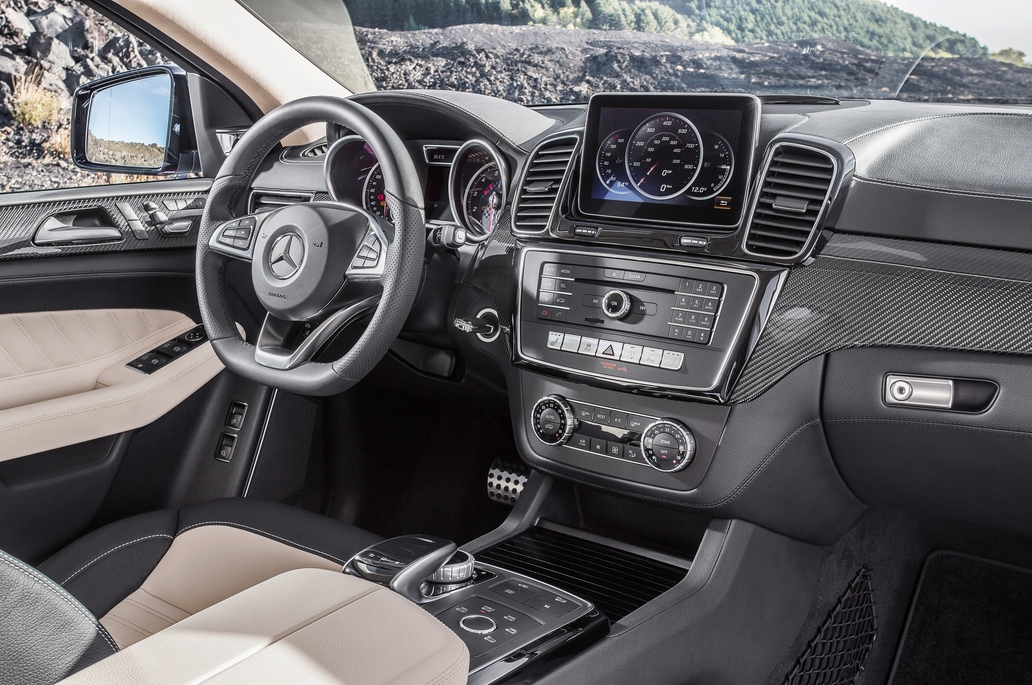 2016 Mercedes Benz Amg Gle63s Coupe Front Interior (Photo 3 of 8)
