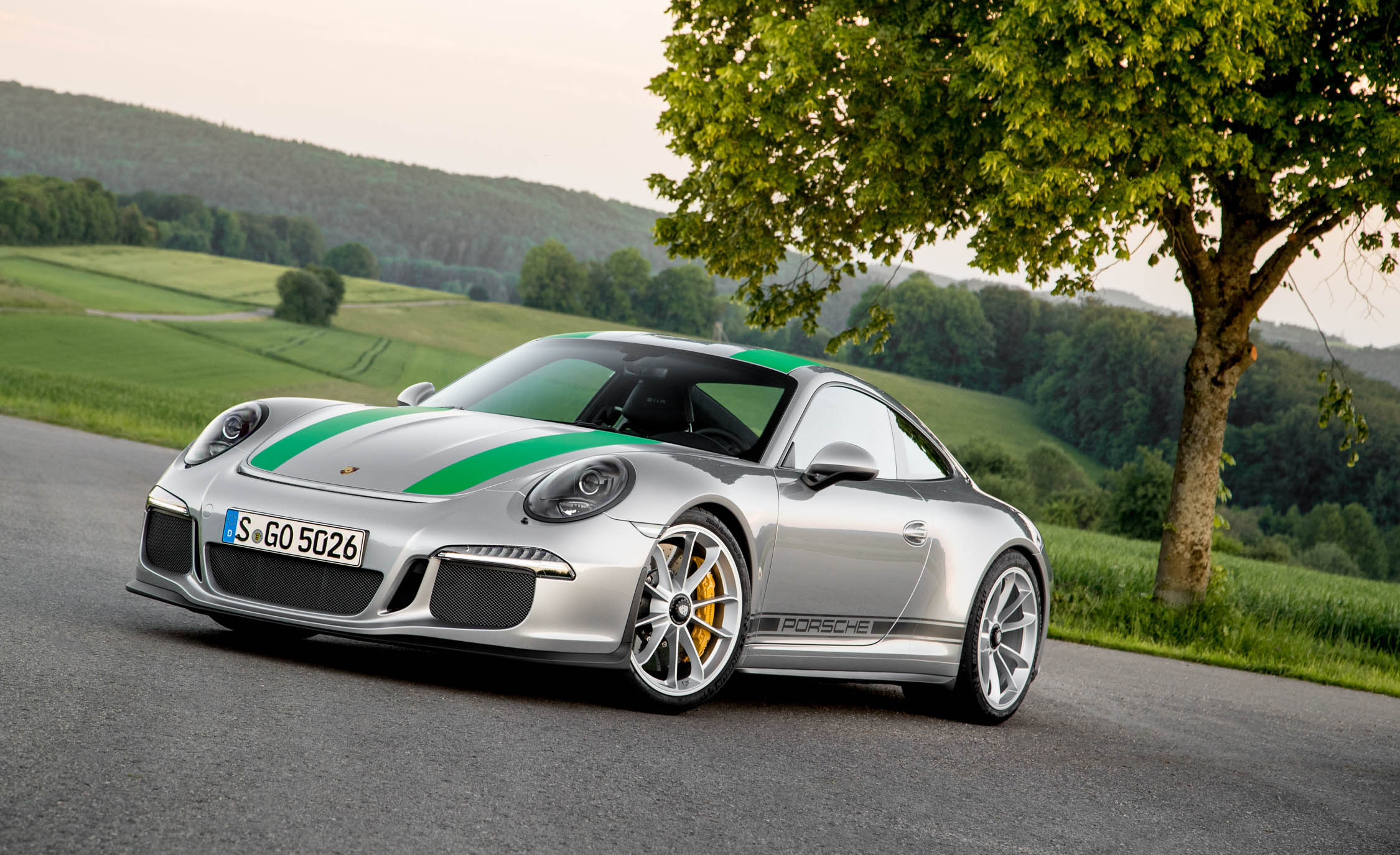 Featured Image of 2016 Porsche 911 R