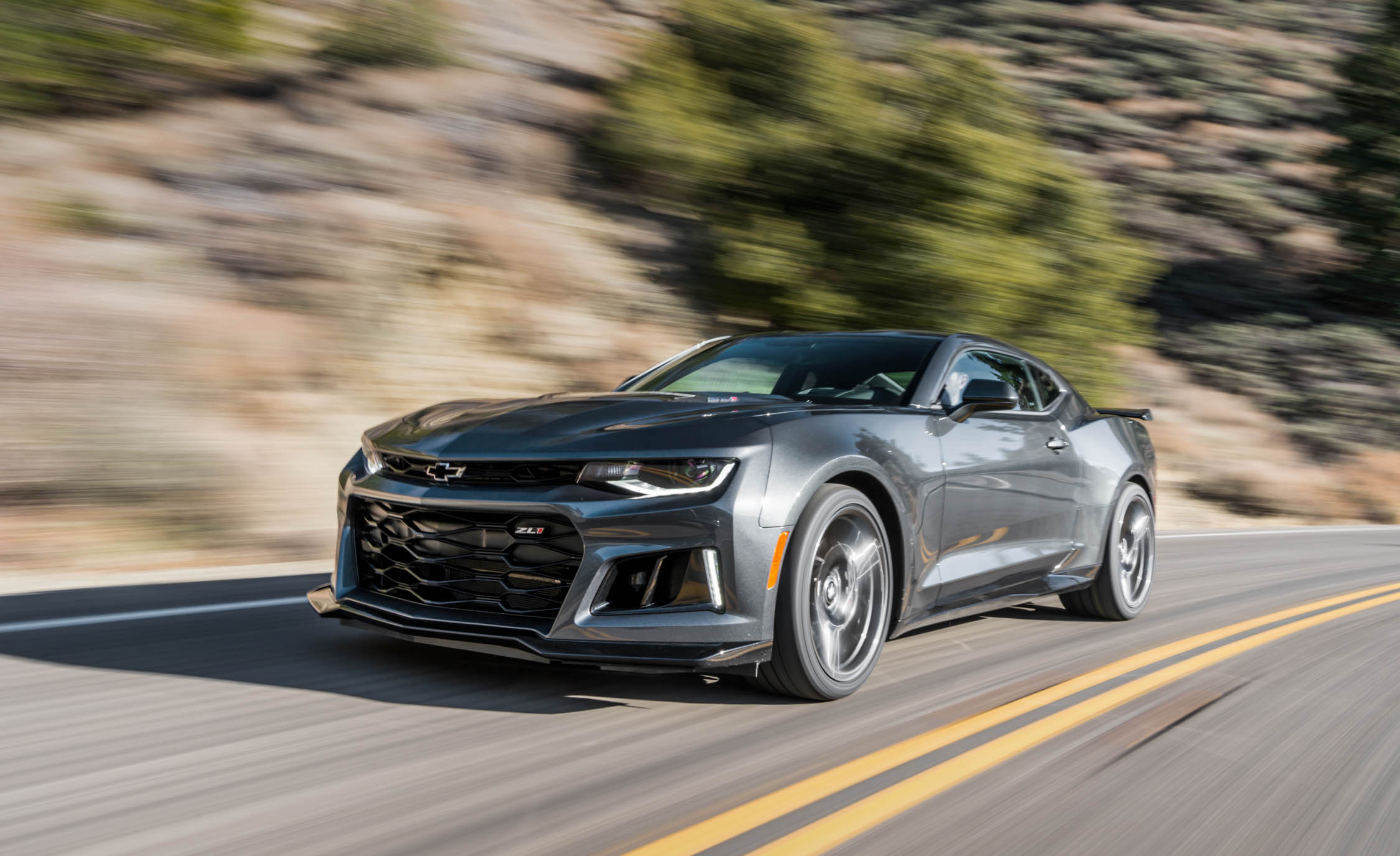 2017 Chevrolet Camaro ZL1 Grey Test Drive (Photo 15 of 62)