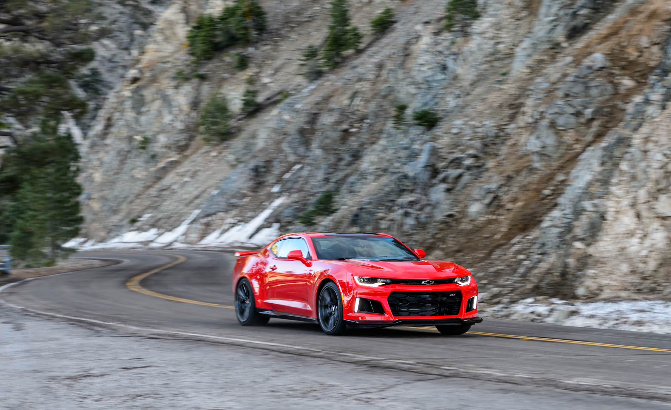 2017 Chevrolet Camaro ZL1 Red Test Drive (Photo 34 of 62)
