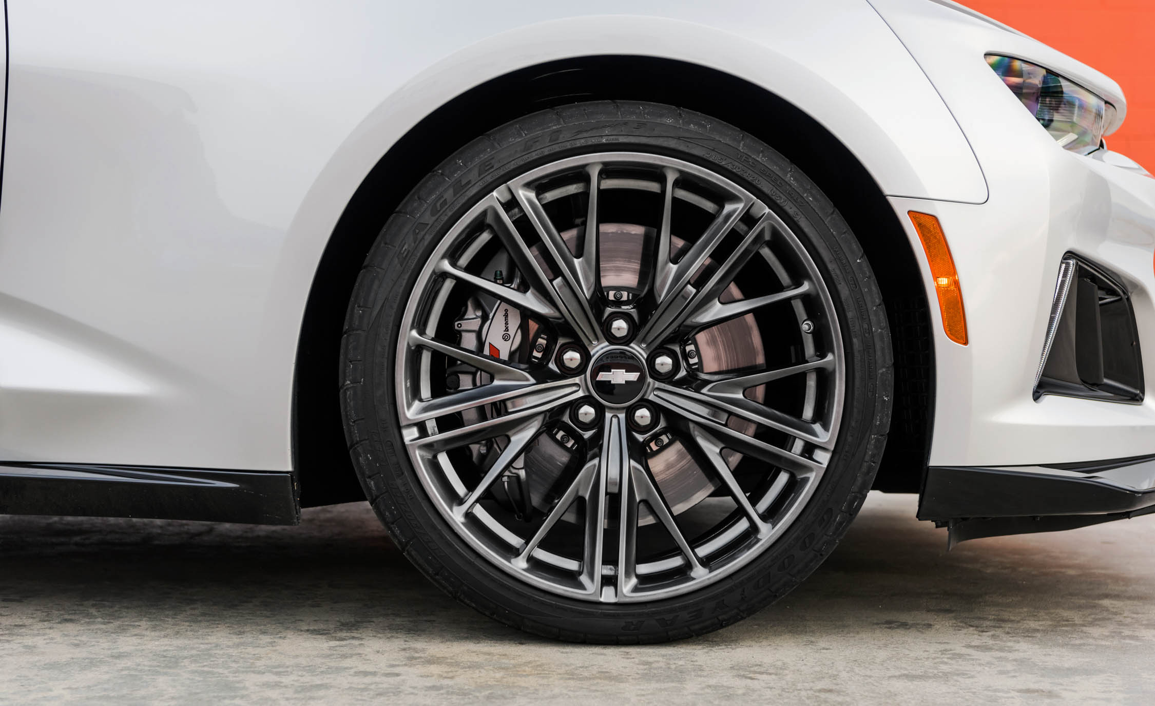 2017 Chevrolet Camaro ZL1 White Exterior View Velg (Photo 55 of 62)