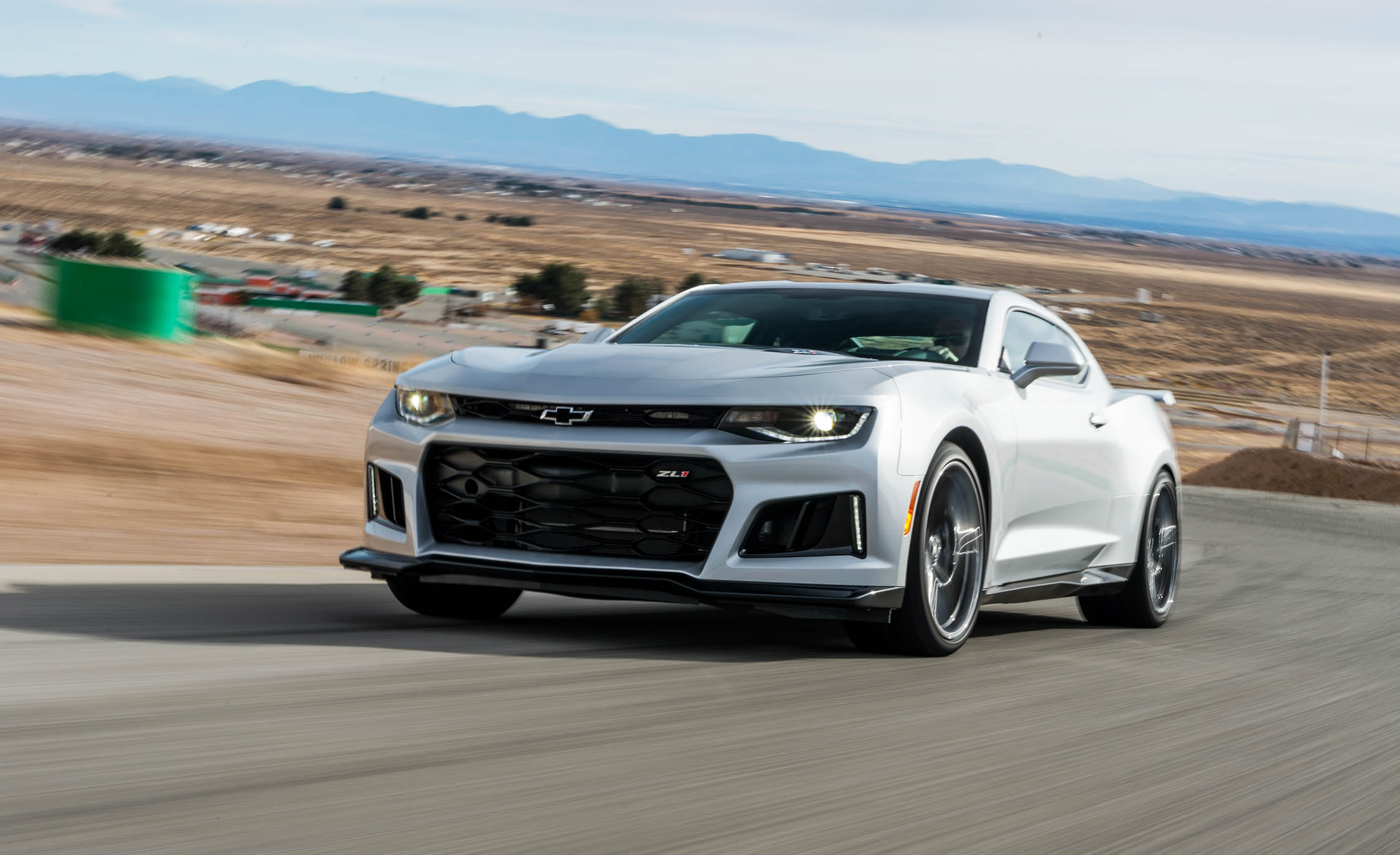 2017 Chevrolet Camaro ZL1 White Test Drive (Photo 59 of 62)