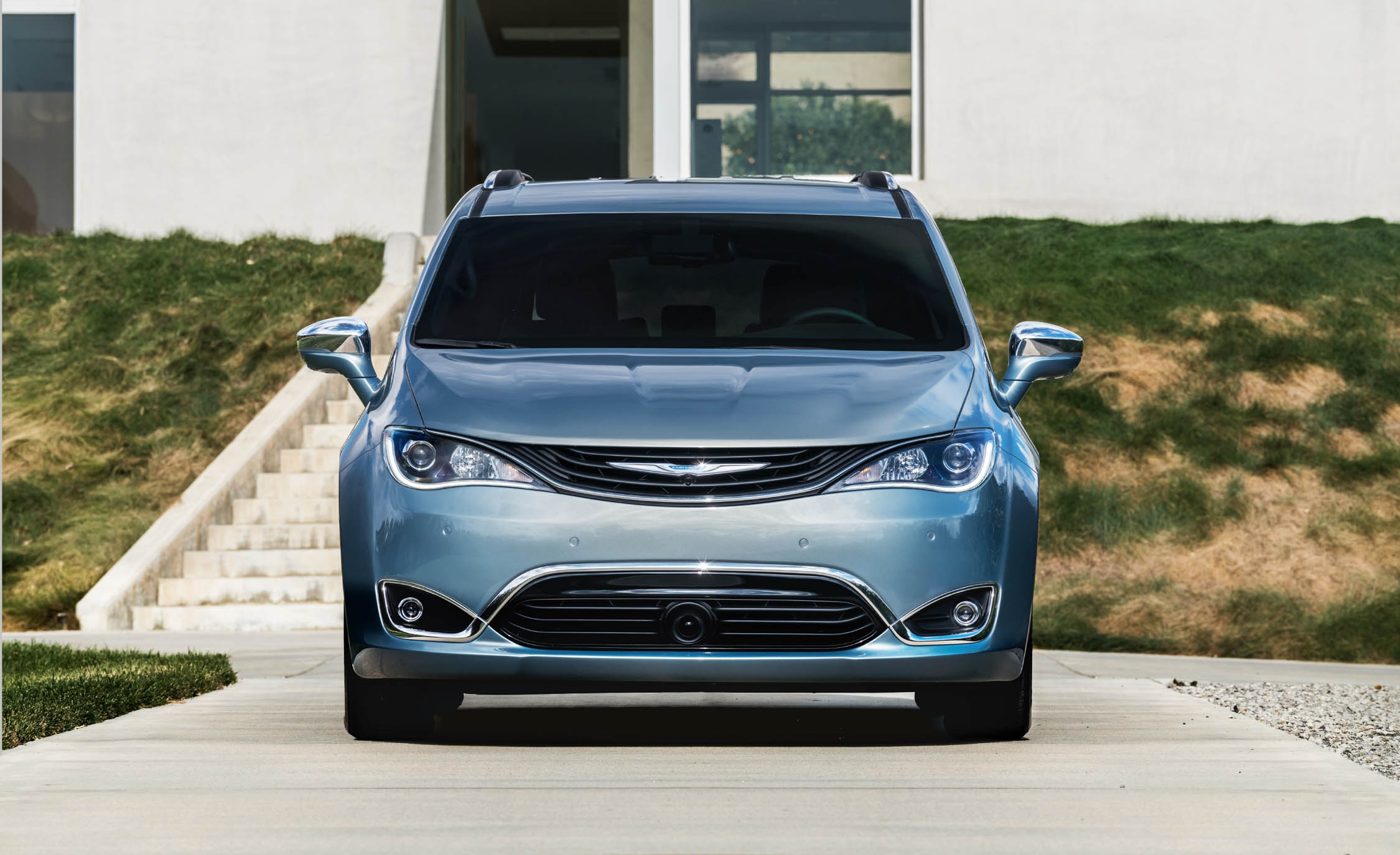 2017 Chrysler Pacifica Hybrid (Photo 9 of 10)