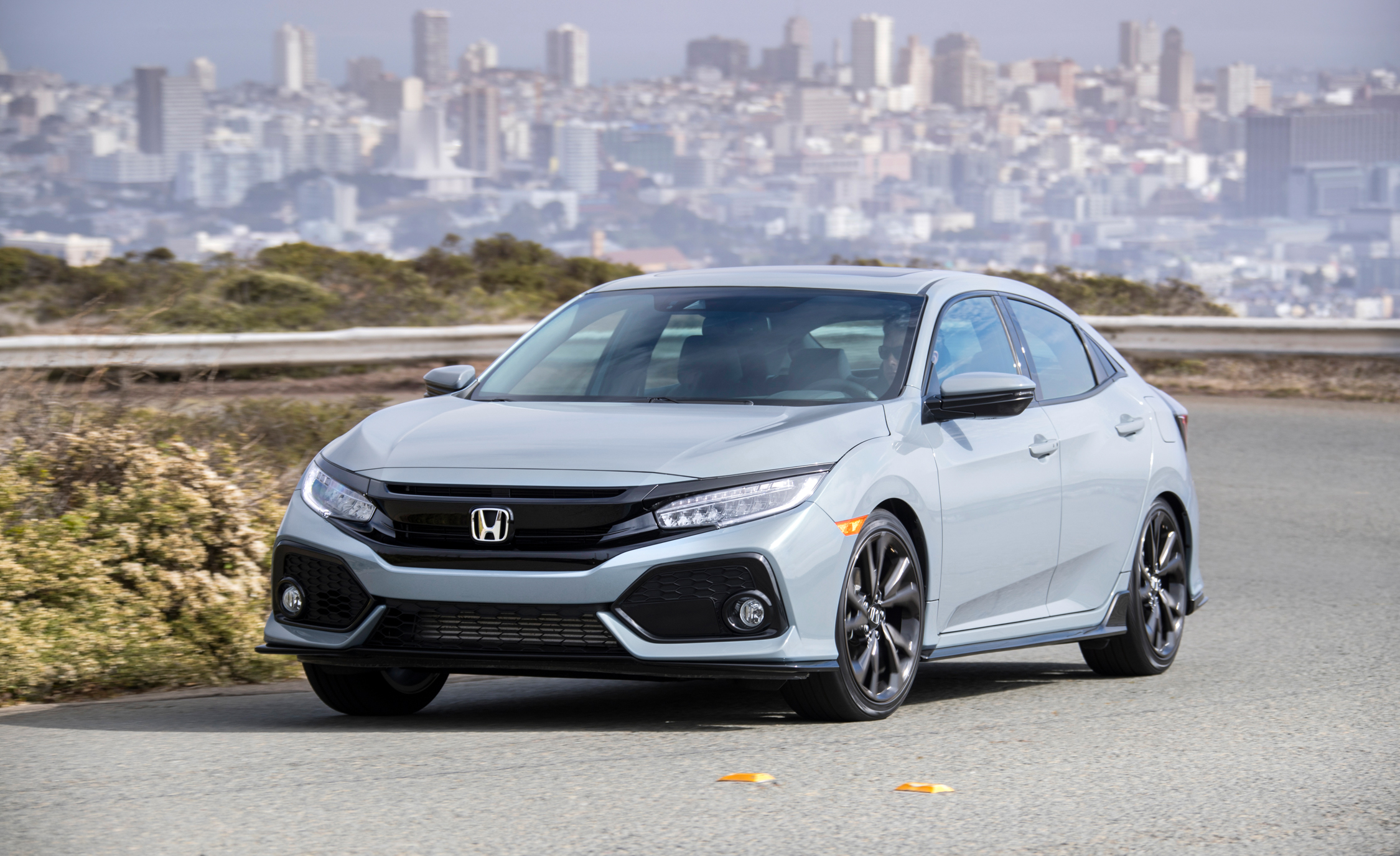 2017 Honda Civic Hatchback (Photo 4 of 34)