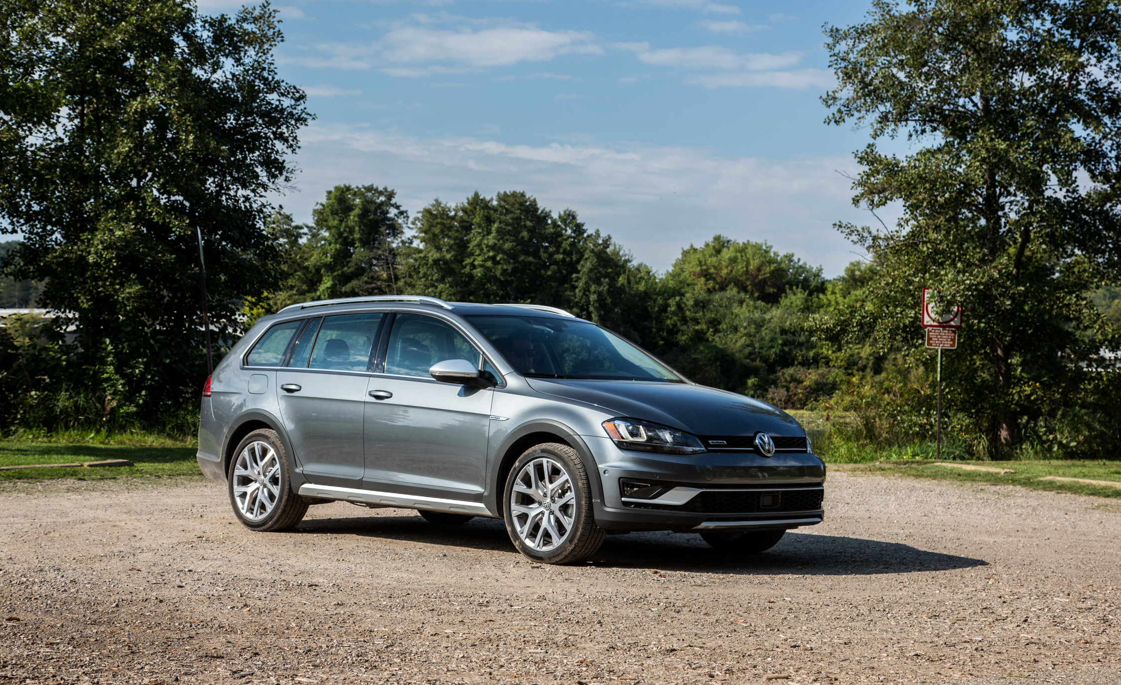 2017 Volkswagen Golf Alltrack (View 3 of 5)