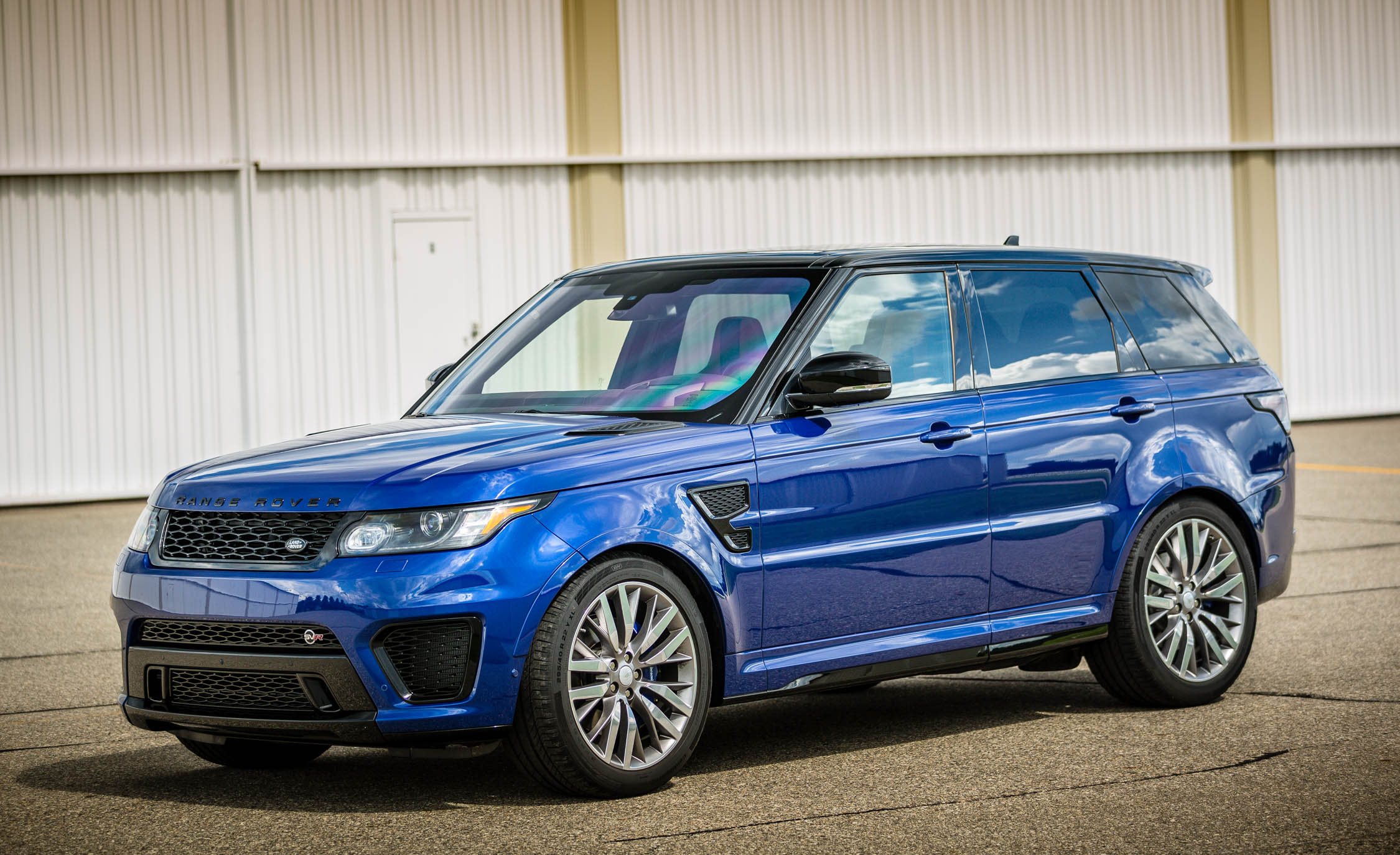 Featured Image of 2016 Land Rover Range Rover Sport SVR