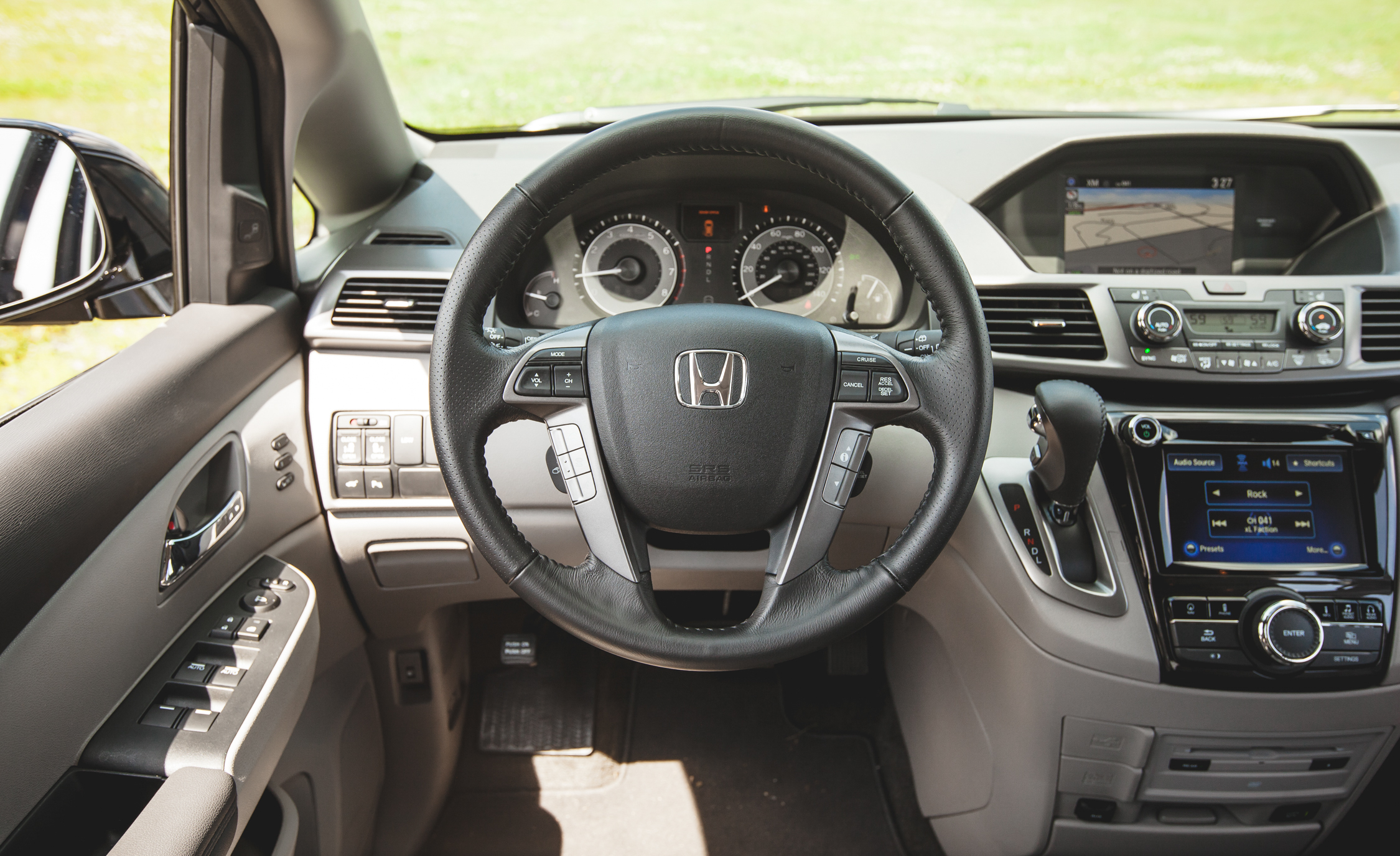 2014 Honda Odyssey Touring Elite Interior (View 11 of 19)