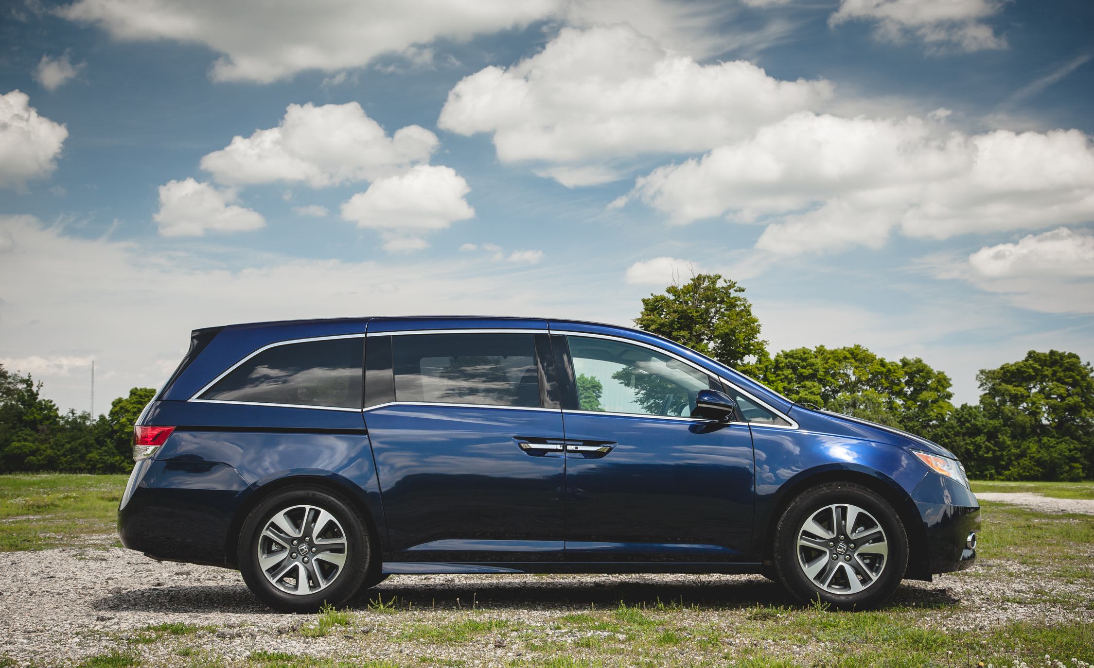2014 Honda Odyssey Touring Elite (Photo 4 of 19)