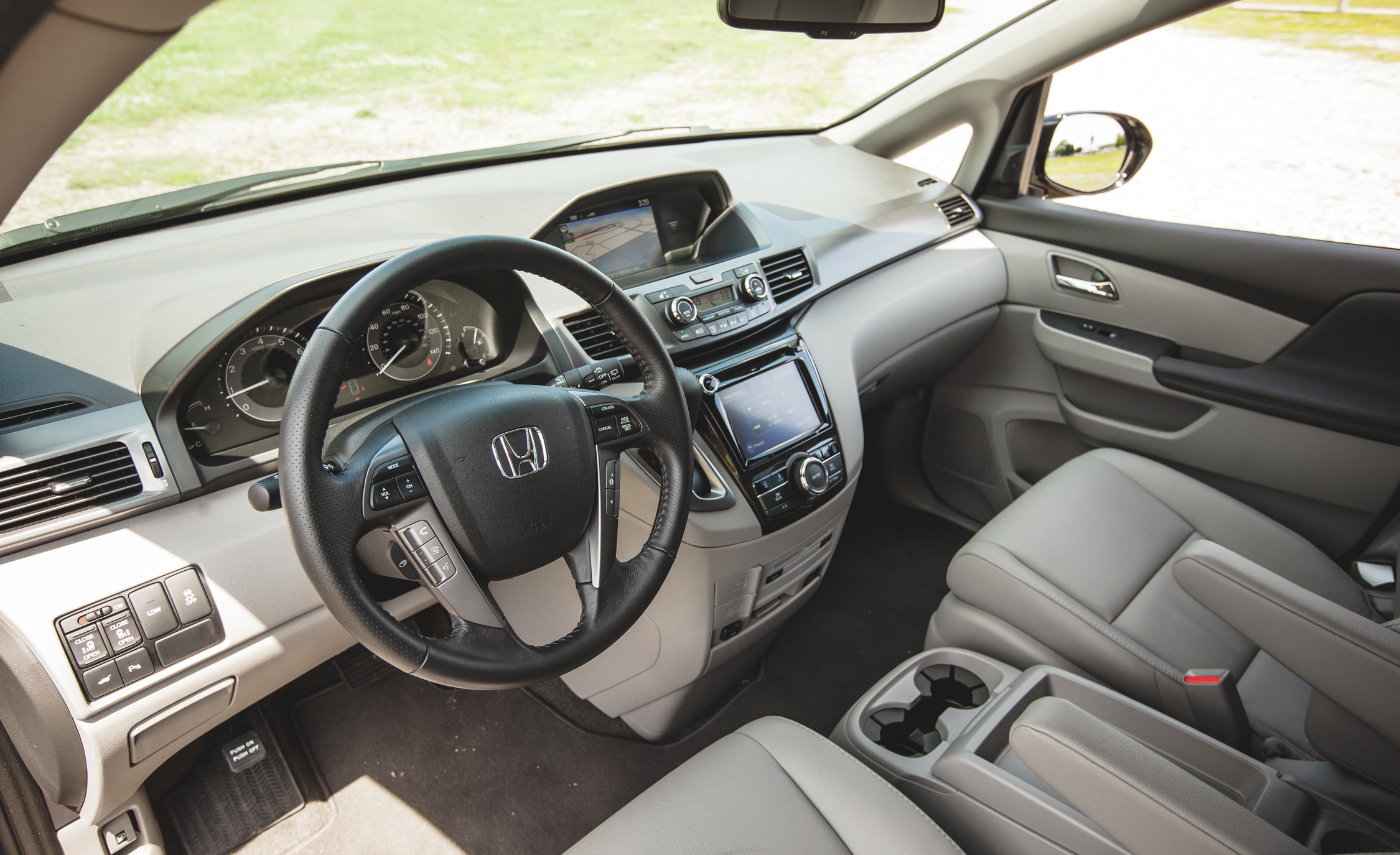 2014 Honda Odyssey Touring Elite Interior (View 5 of 19)