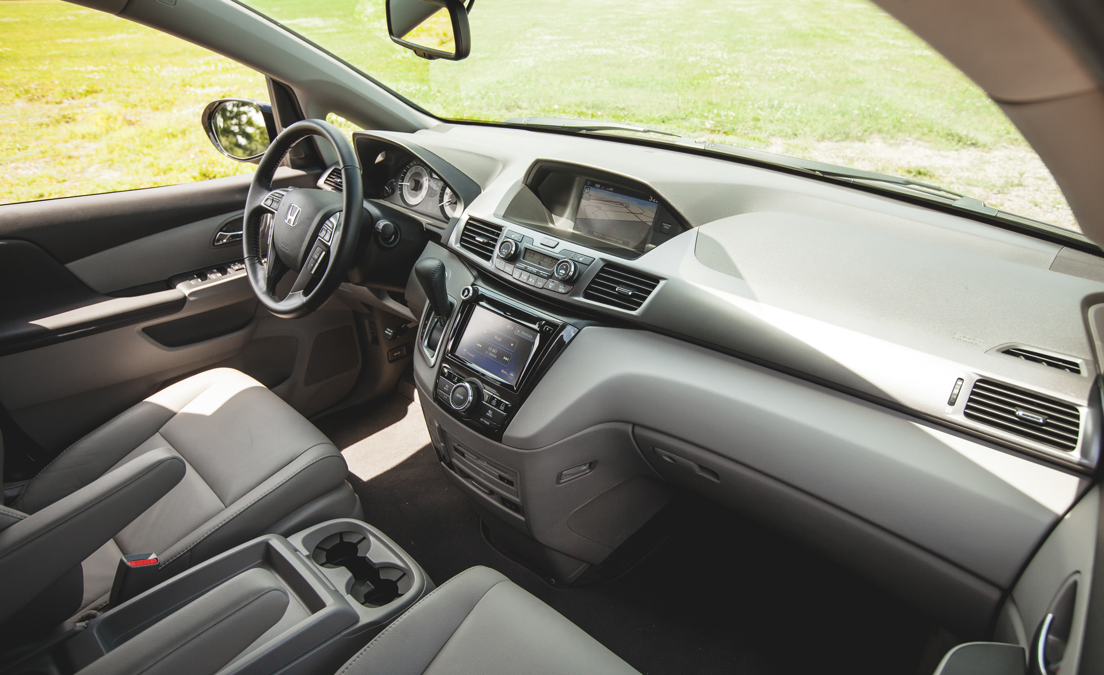 2014 Honda Odyssey Touring Elite Interior (View 6 of 19)